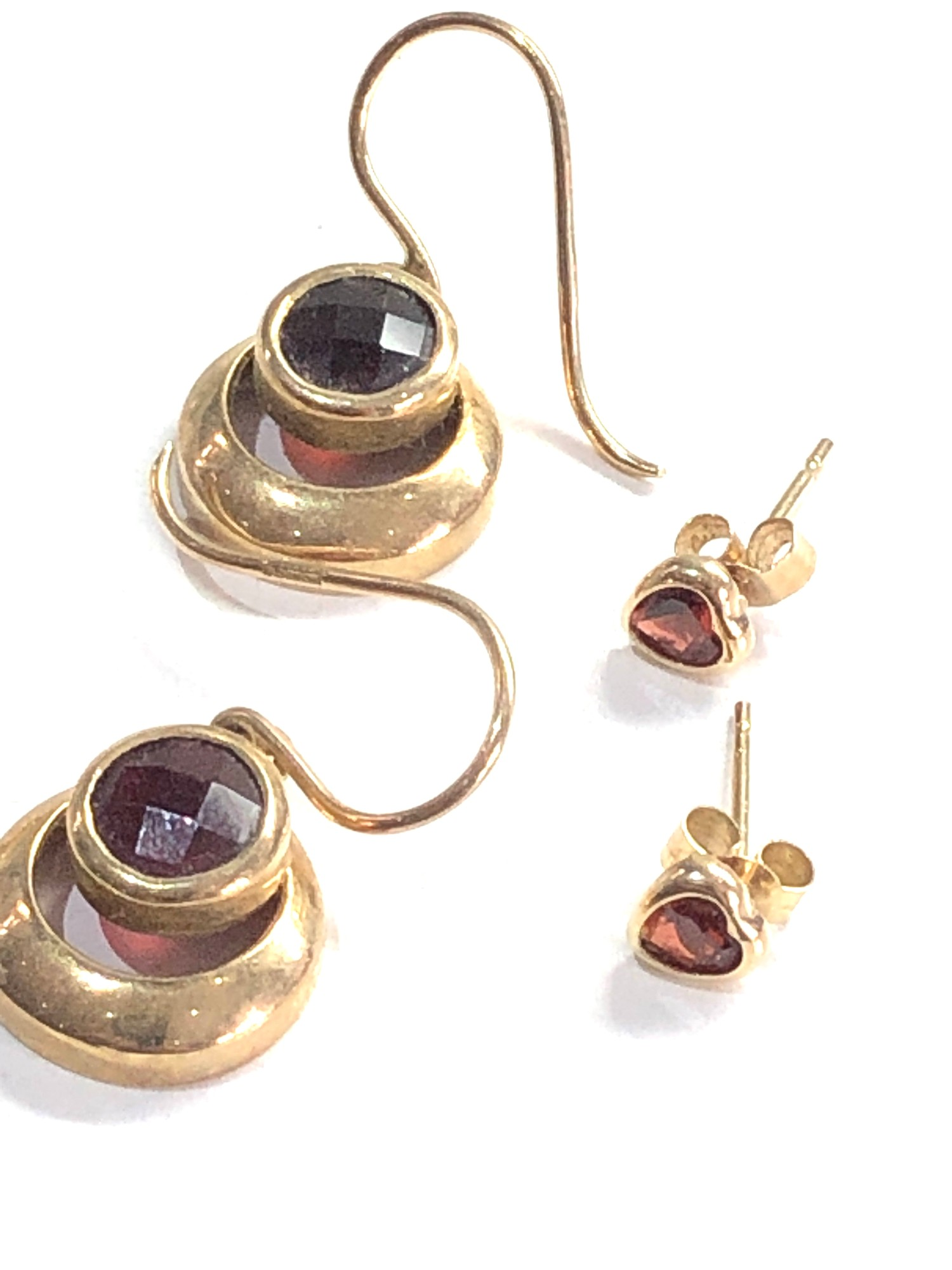 3 x 9ct garnet earrings 5g - Image 3 of 3