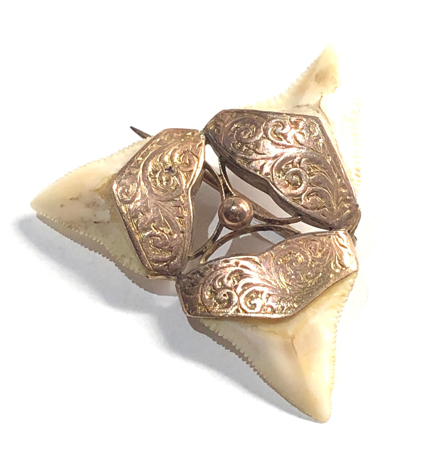 9ct Gold ornate detail shark tooth brooch