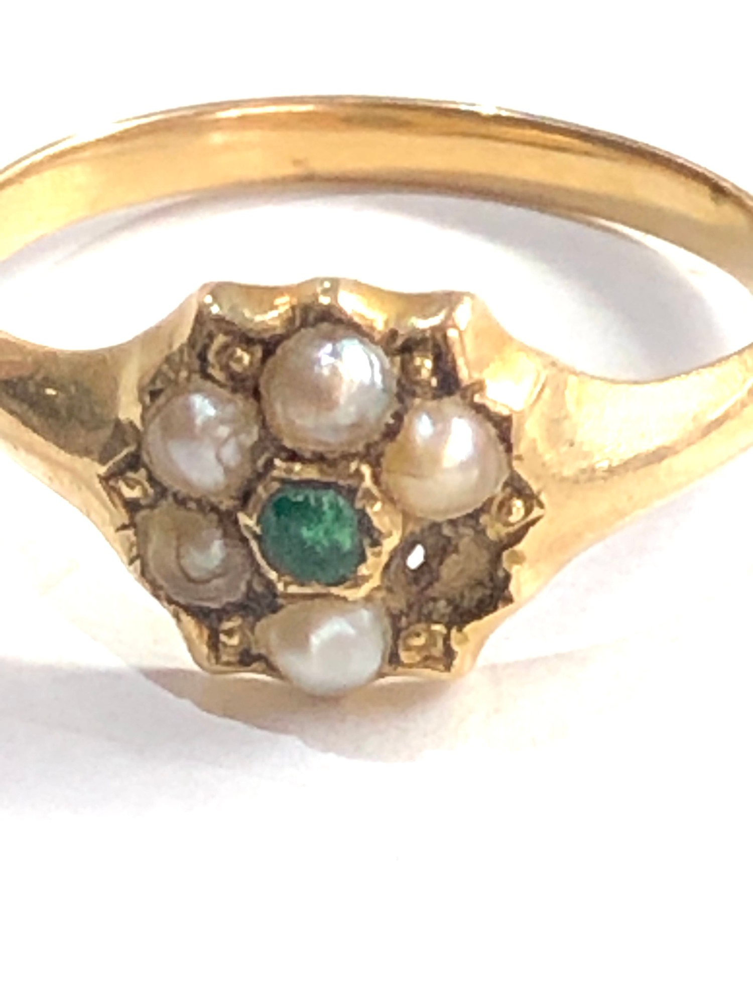 Antique 15ct gold emerald and seed-pearl ring missing pearl weight 2g xrt as 15ct gold - Image 3 of 4