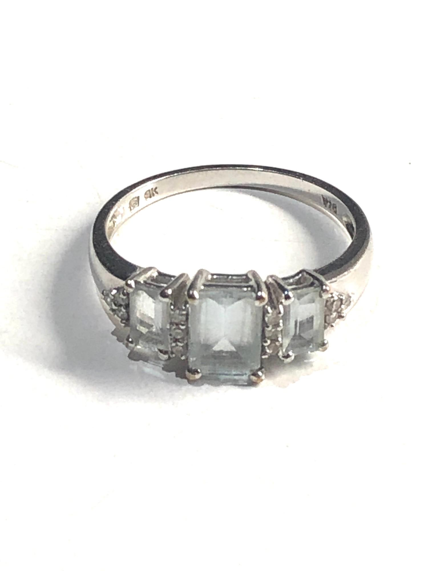 9ct White gold three stone and diamond dress ring 2.5g