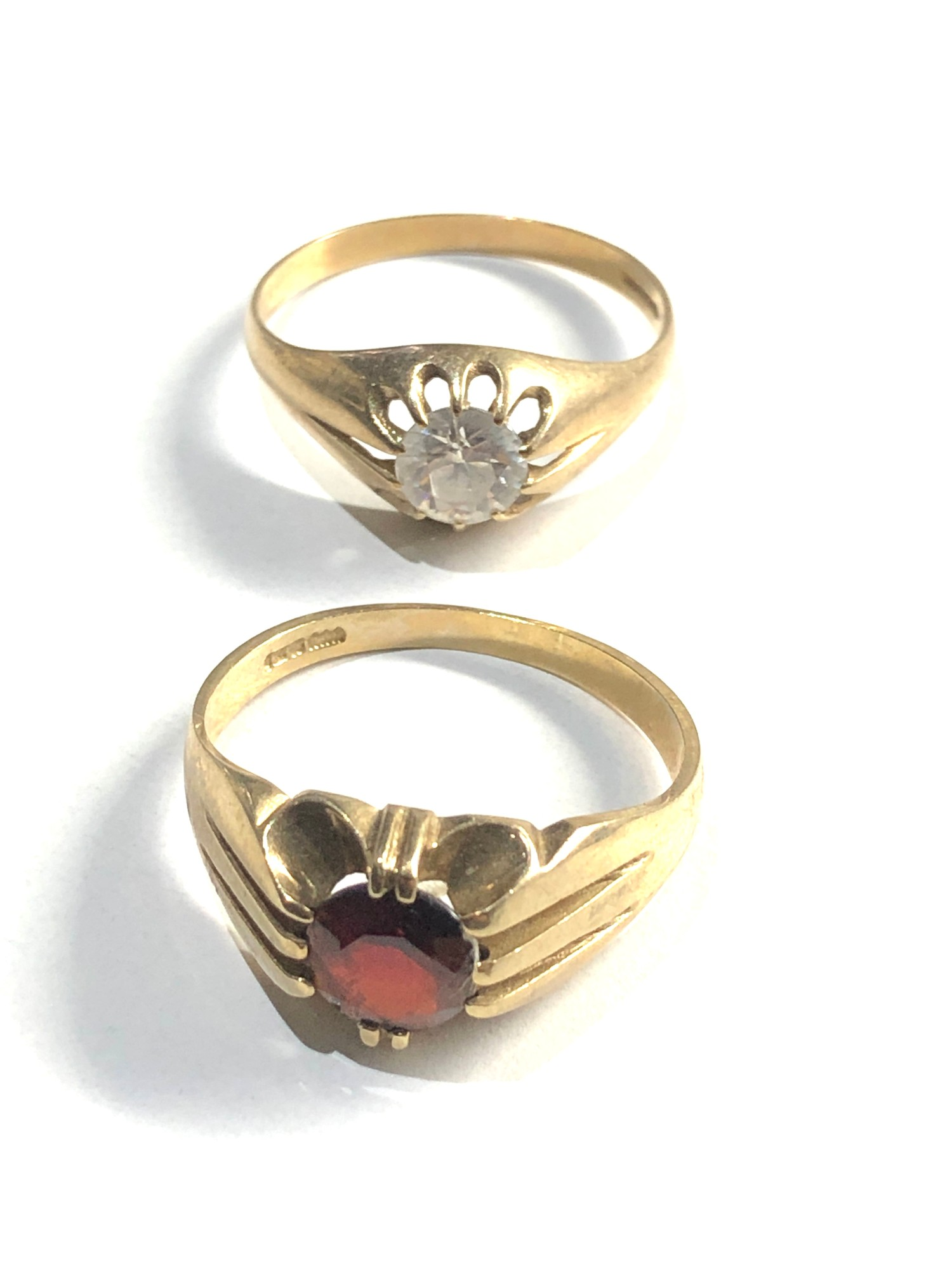 2 x 9ct gold gypsy rings 5.6g