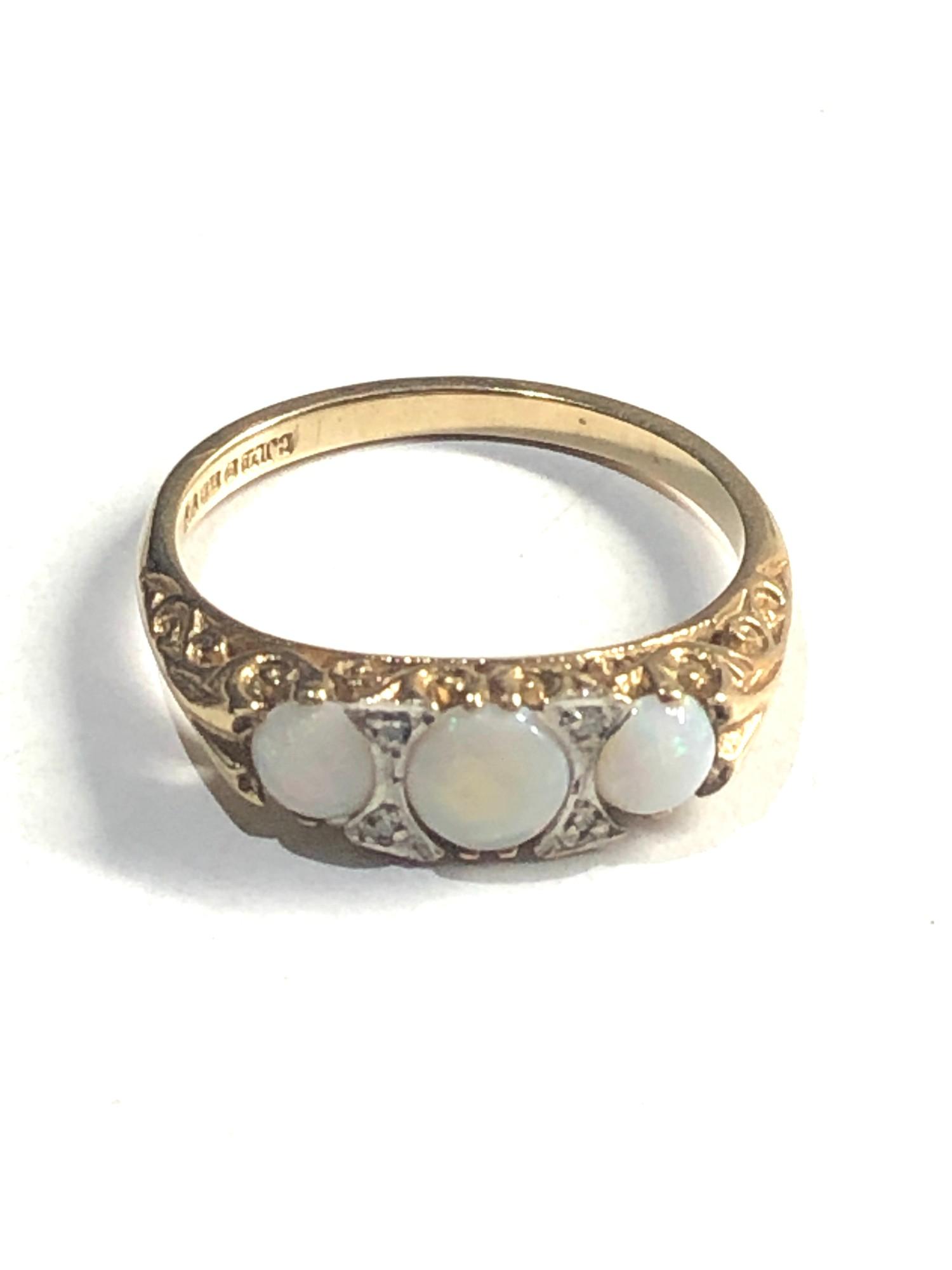Vintage 9ct Gold opal & diamond detail ring 2.6G