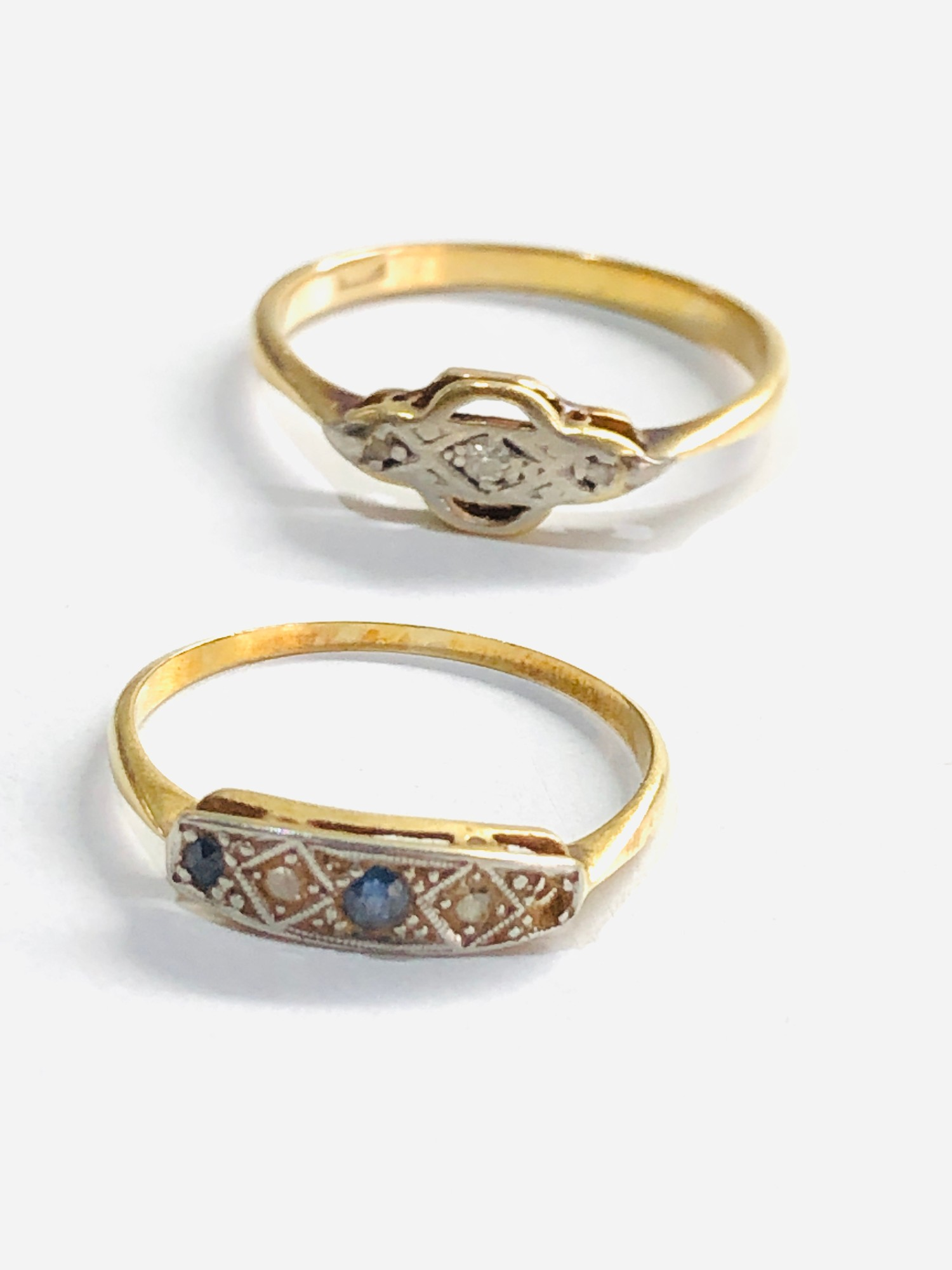 2 x 18ct gold diamond detail rings missing stone 3.2g