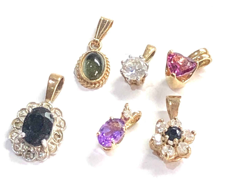 6 small 9ct gold pendants 3.3g