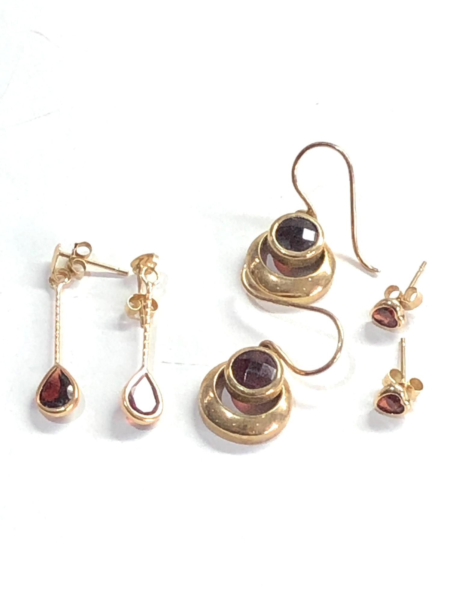 3 x 9ct garnet earrings 5g