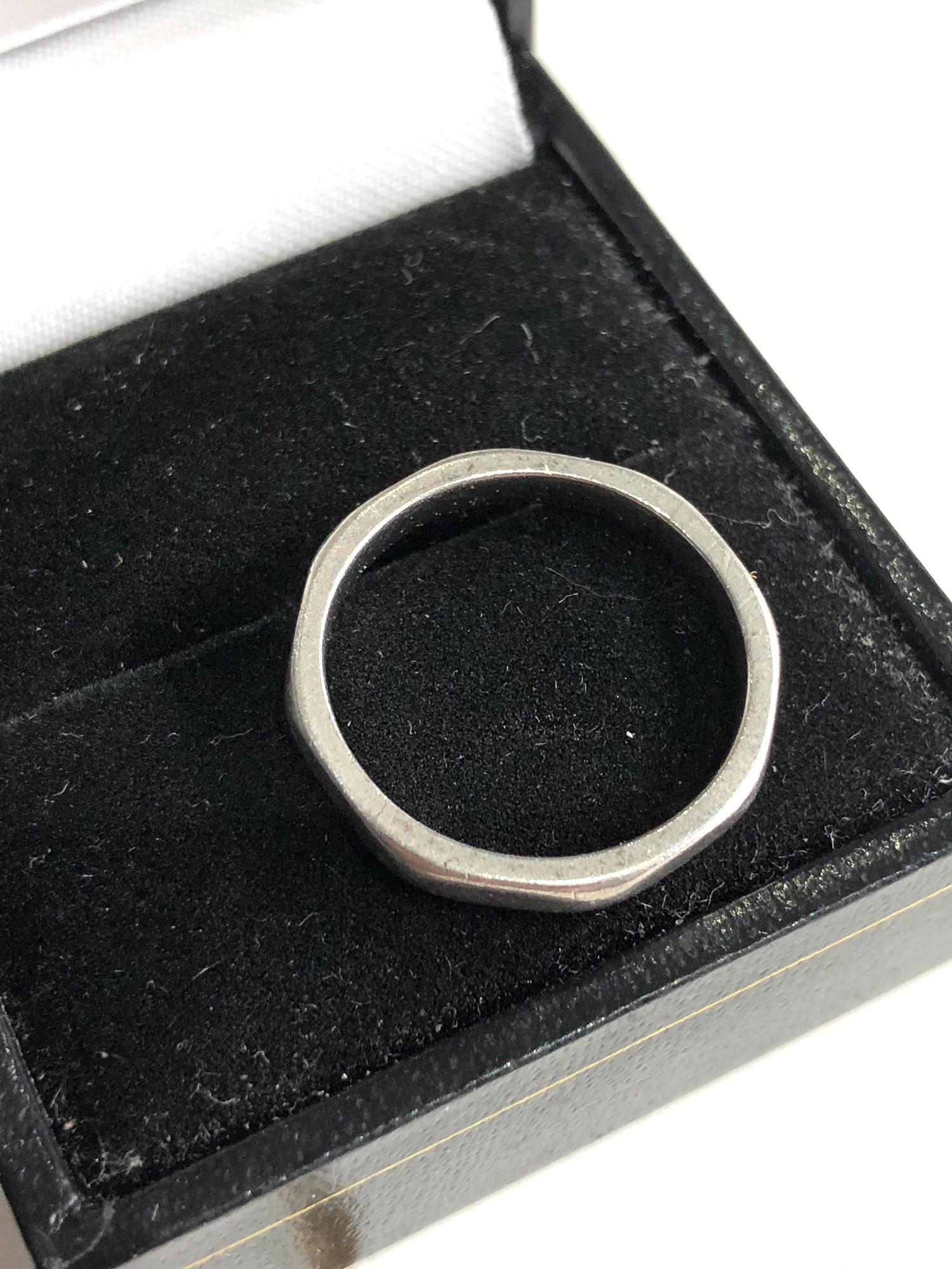 Platinum ring weight 4.5g - Image 2 of 4