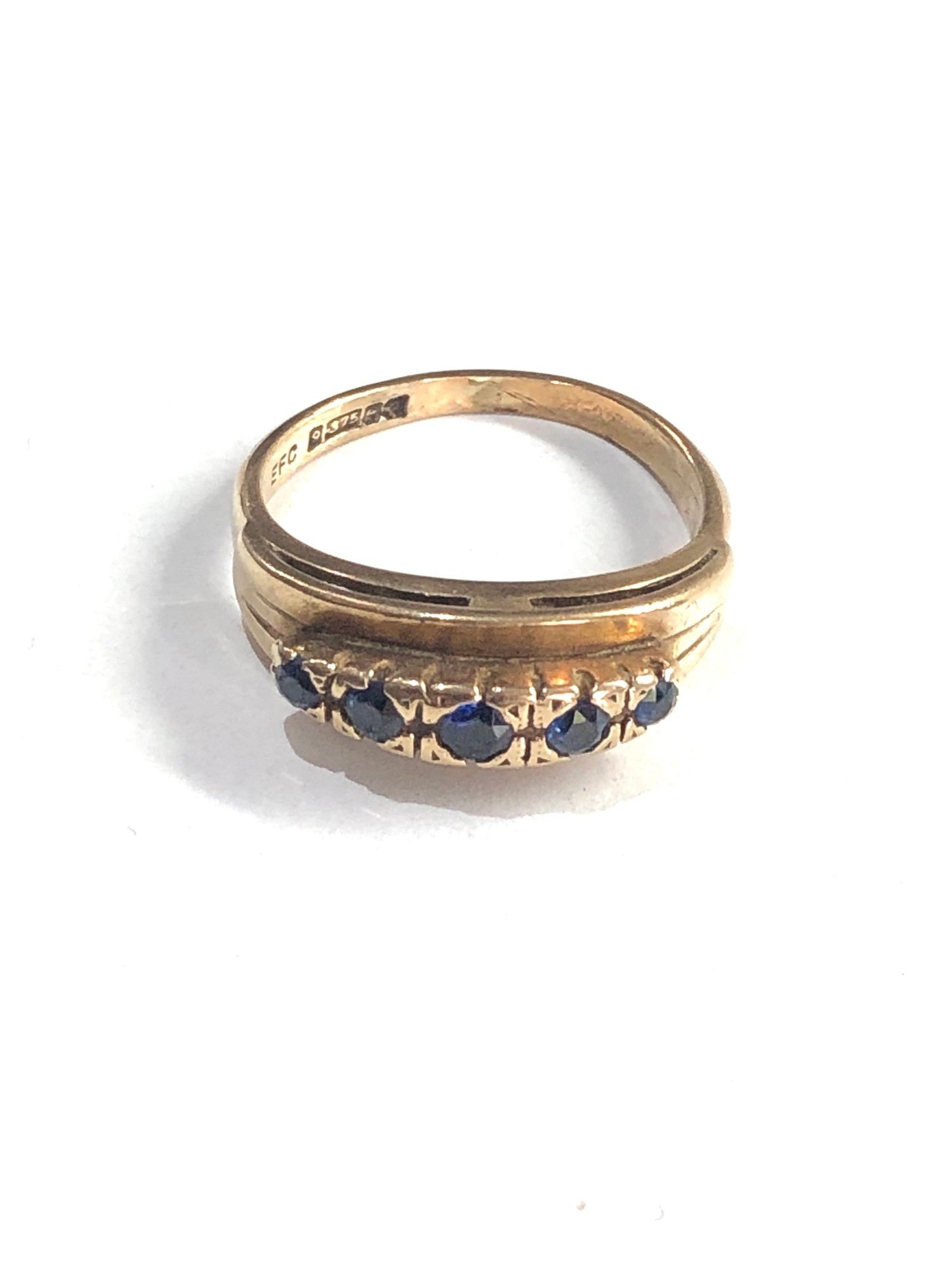 9ct gold sapphire 5 stone ring 3.2g