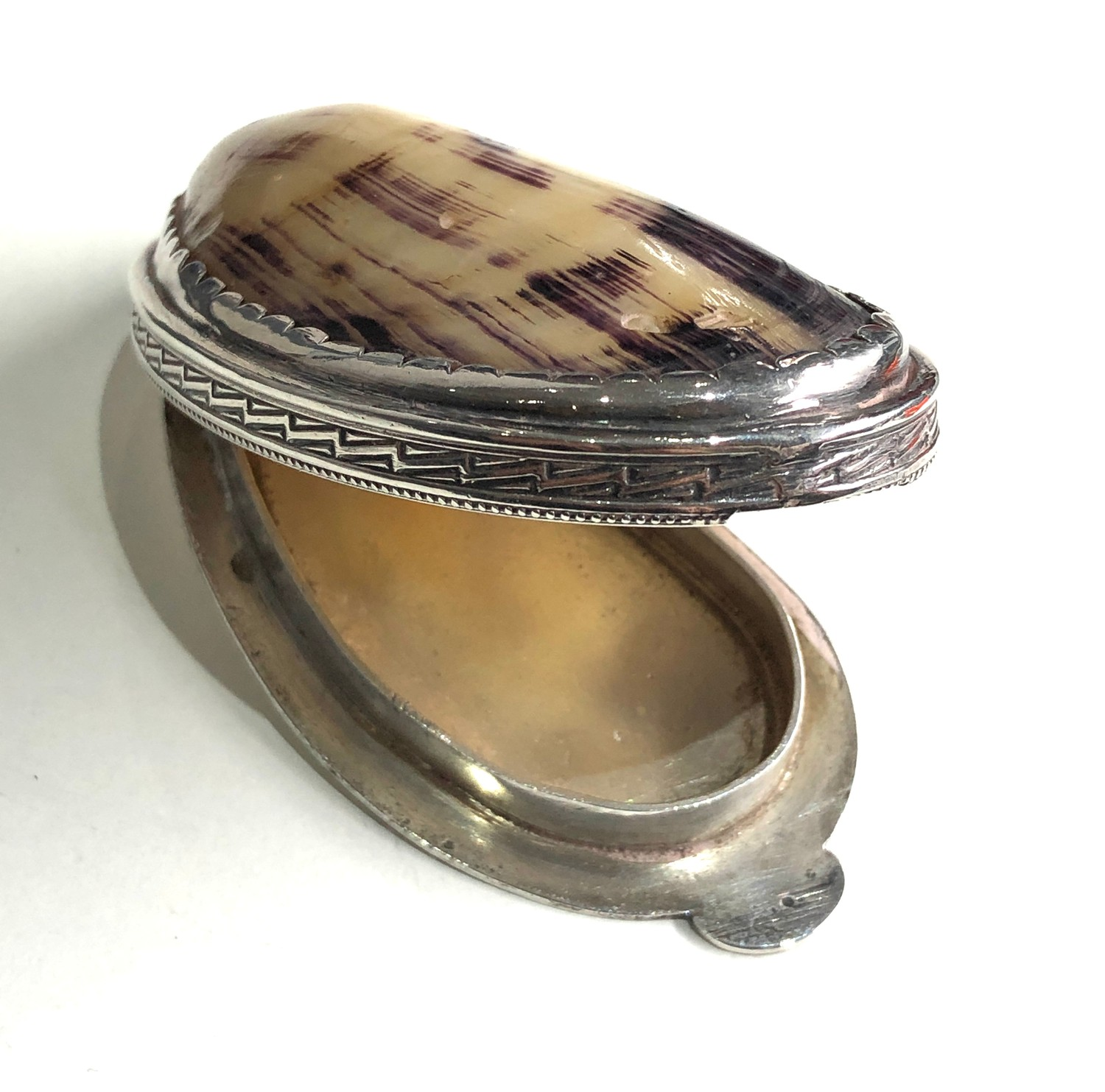 Antique silver and shell snuff box measures approx 8.3cm by 4cm xrt as silver no hallmarks - Image 5 of 6