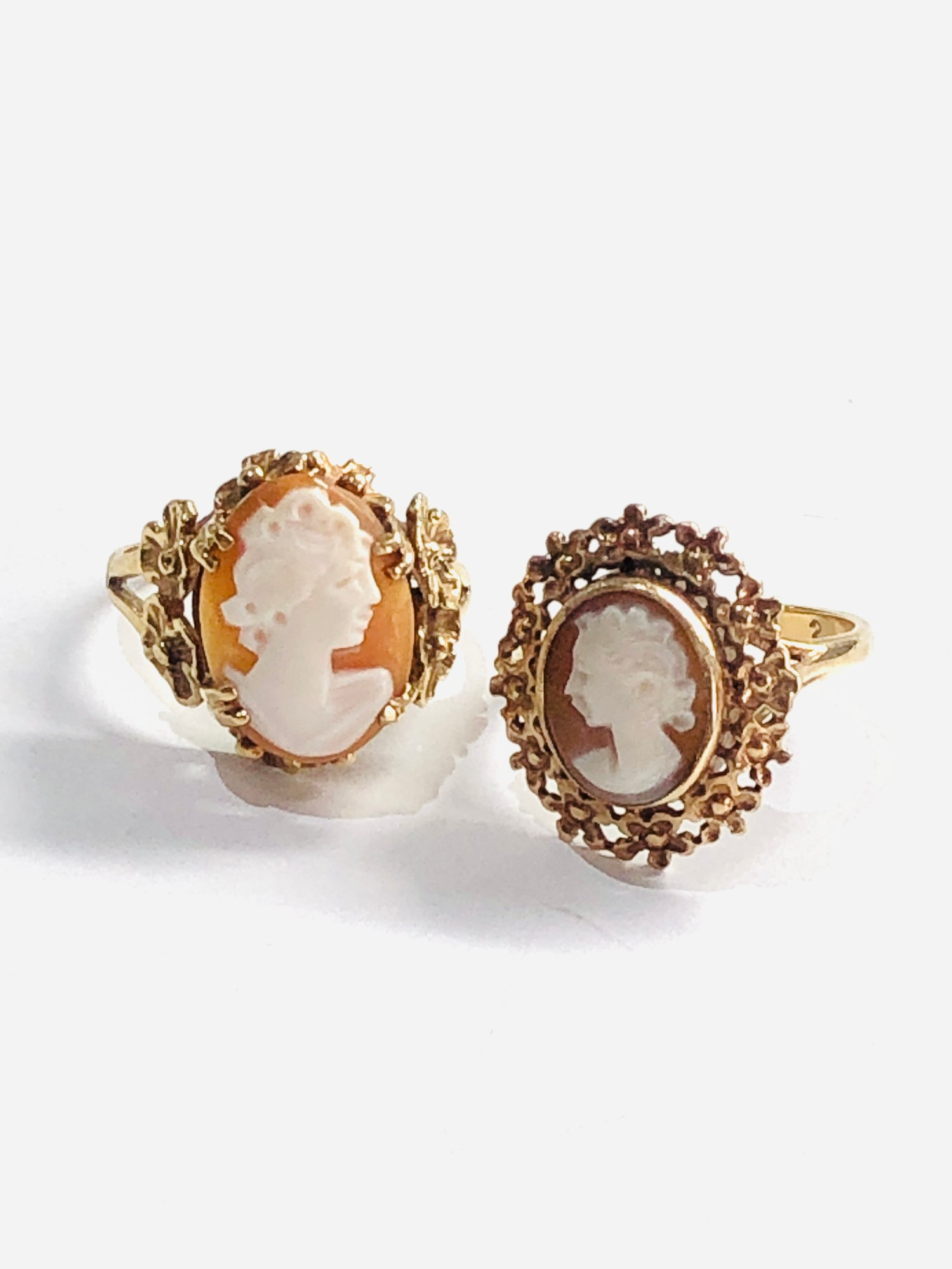 2 x 9ct gold vintage cameo floral framed rings 6g - Image 2 of 3