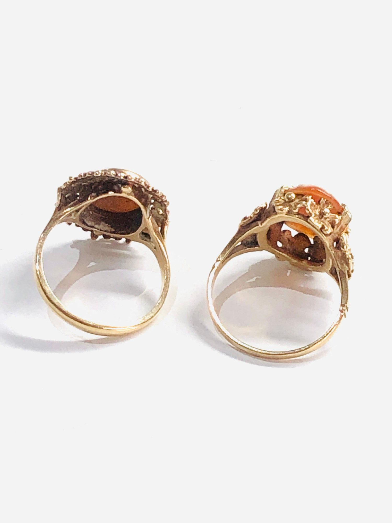 2 x 9ct gold vintage cameo floral framed rings 6g - Image 3 of 3