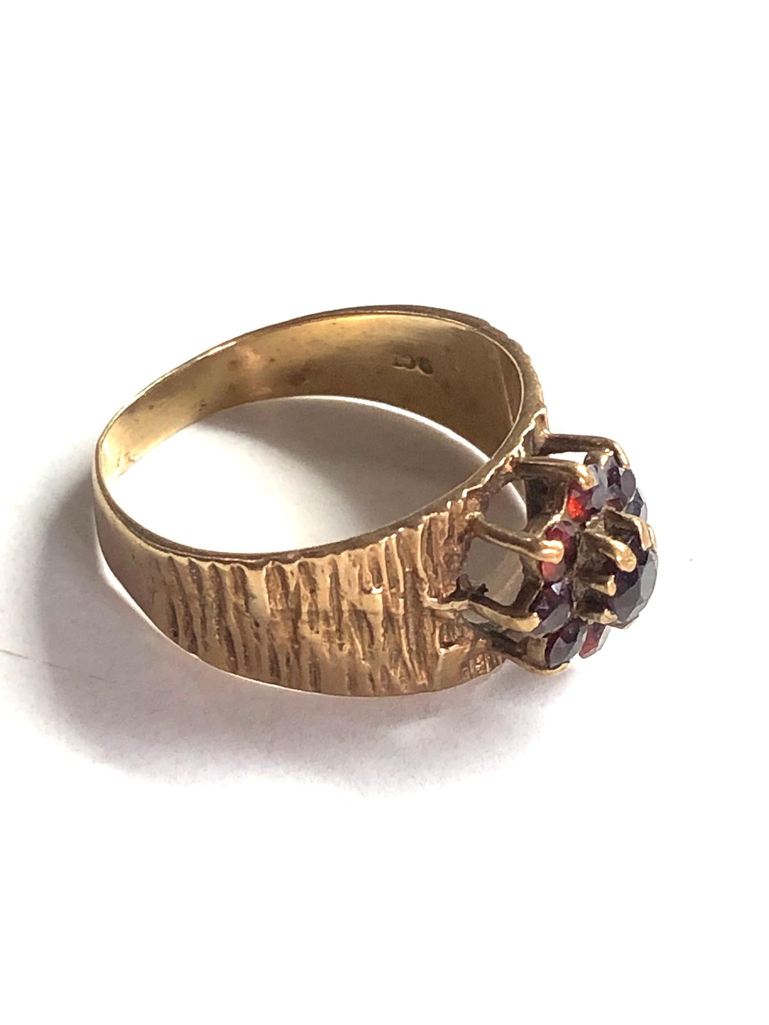 1970s bark textured garnet cluster ring 3.4g - Image 2 of 3
