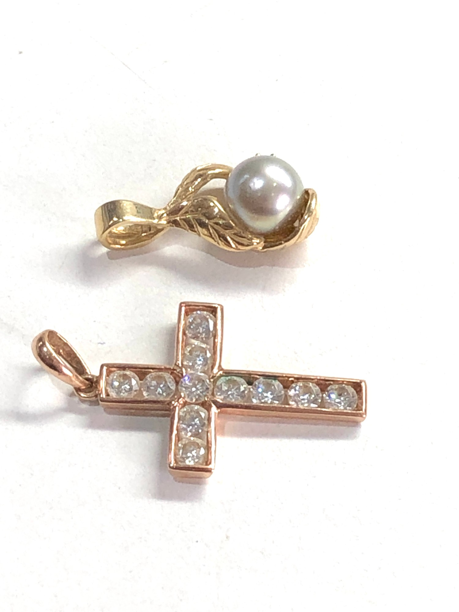 2 x 14ct gold diamond and pearl pendant and gemstone cross pendant 3.9g - Image 2 of 2