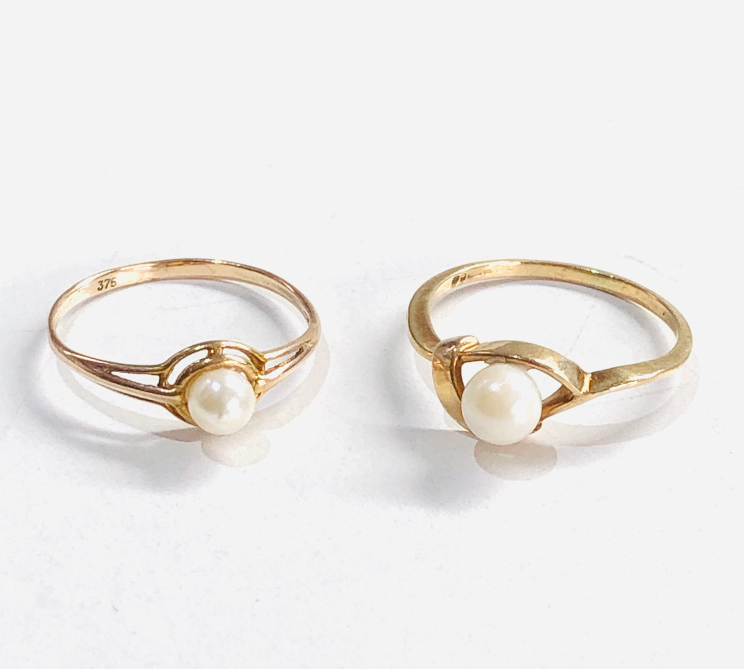 2 x 9ct gold pearl rings 1.8g - Image 2 of 3
