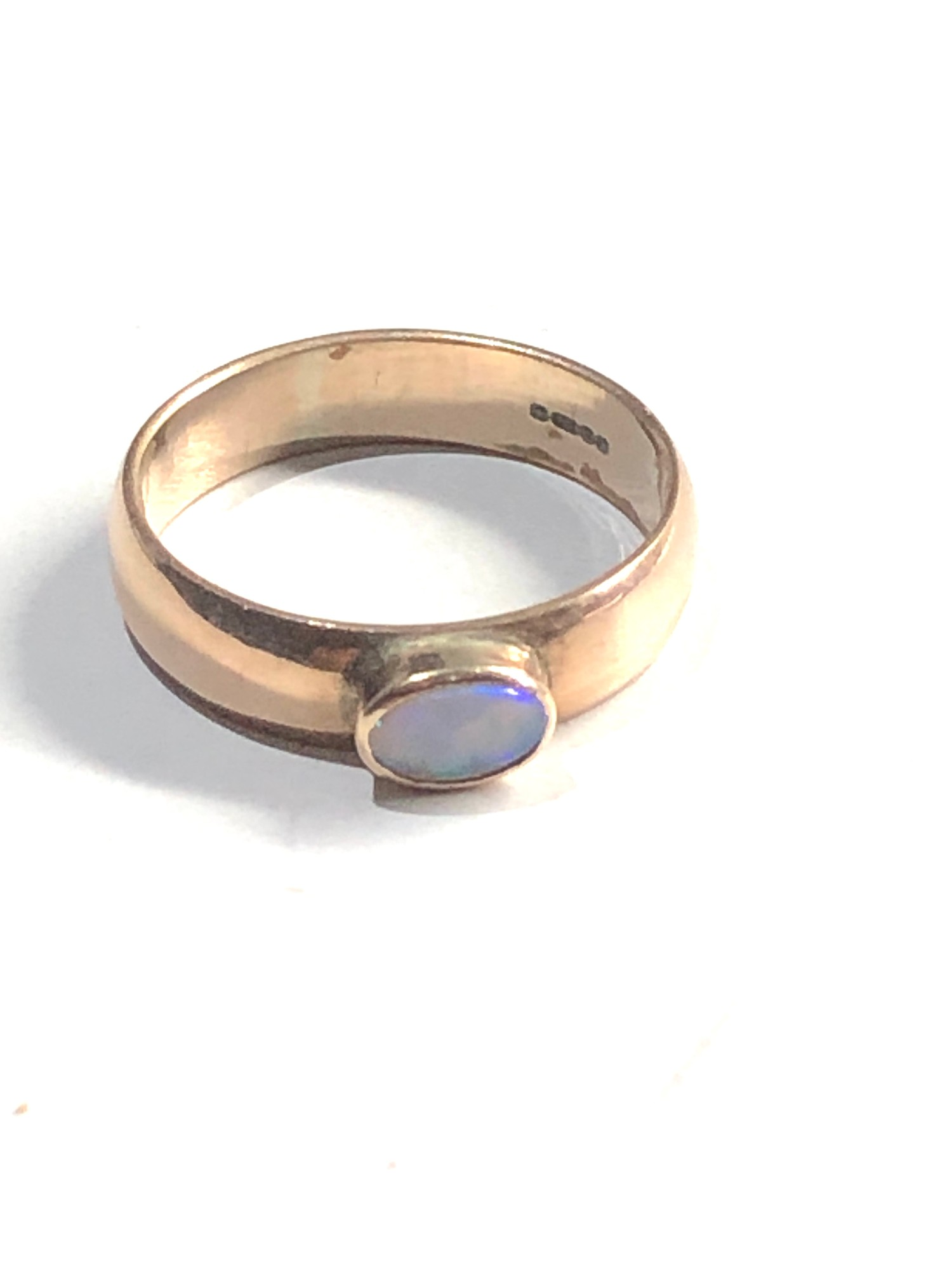 9ct Gold opal solitaire chunky band ring 2.9g