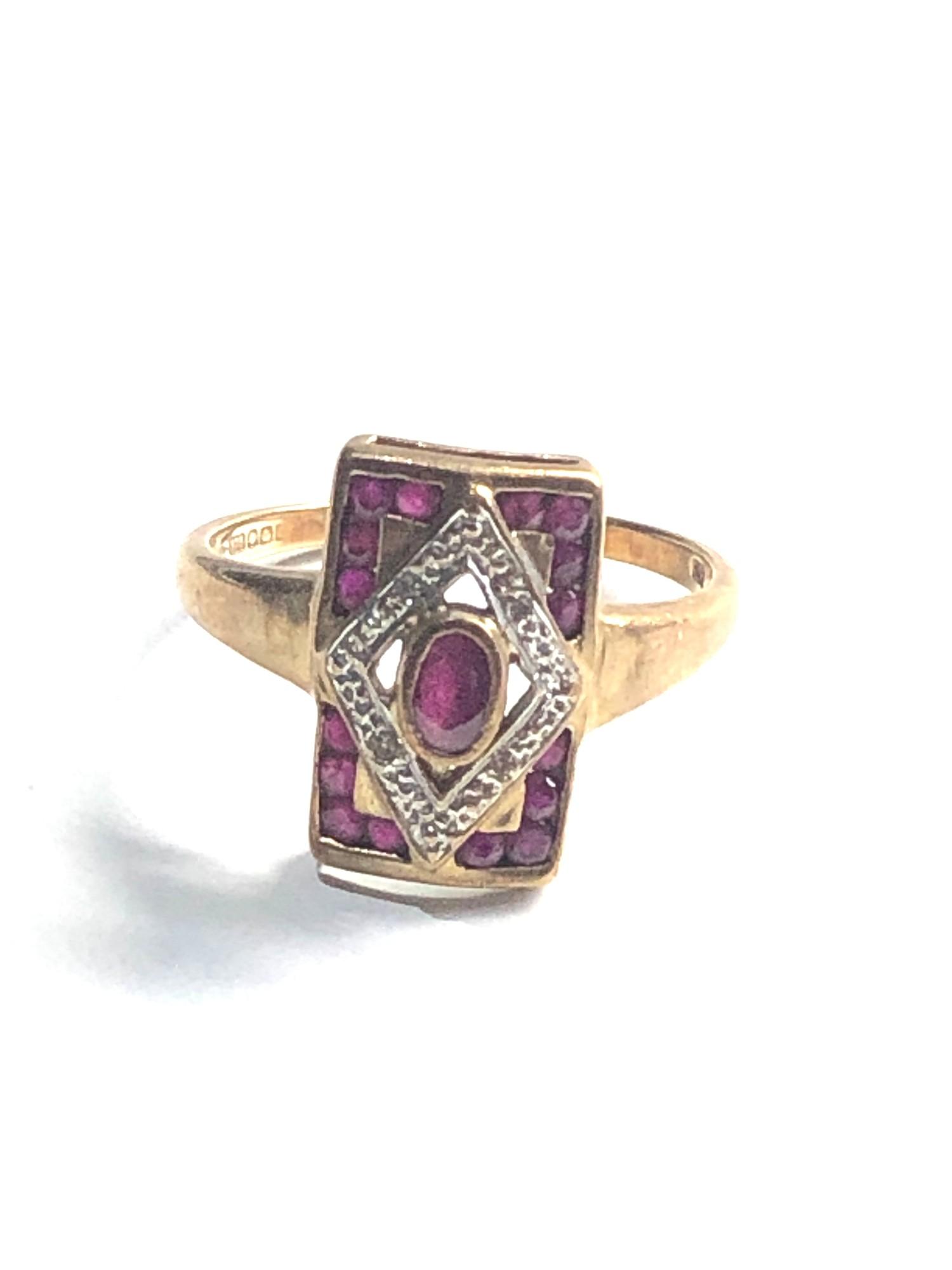 Vintage 9ct Gold ruby ring w/ diamond detail 4g