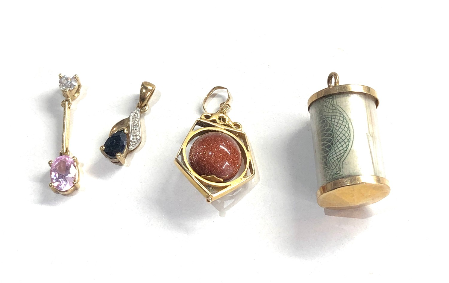 4 x 9ct gold pendants, goldstone charm and one pound note charm