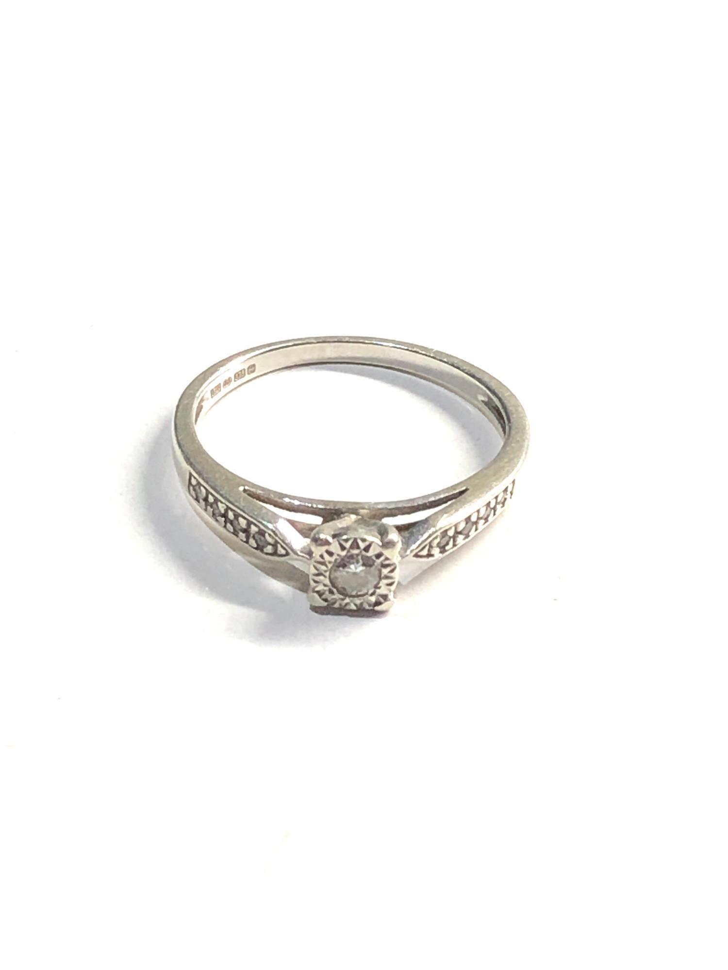 9ct White gold diamond ring 1.8g