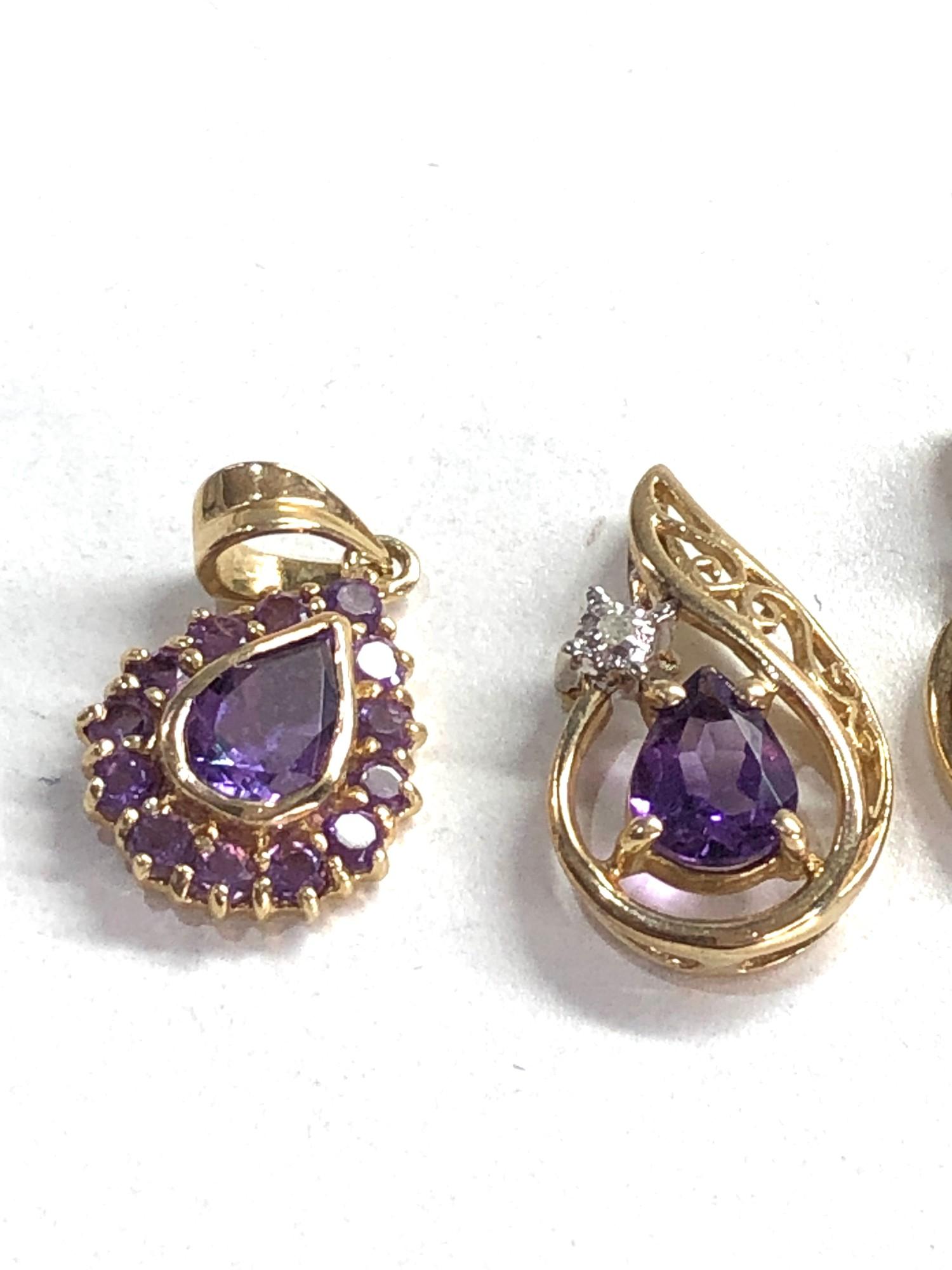 4 x 9ct gold gemstone pendants inc. peridot, amethyst - Image 2 of 3