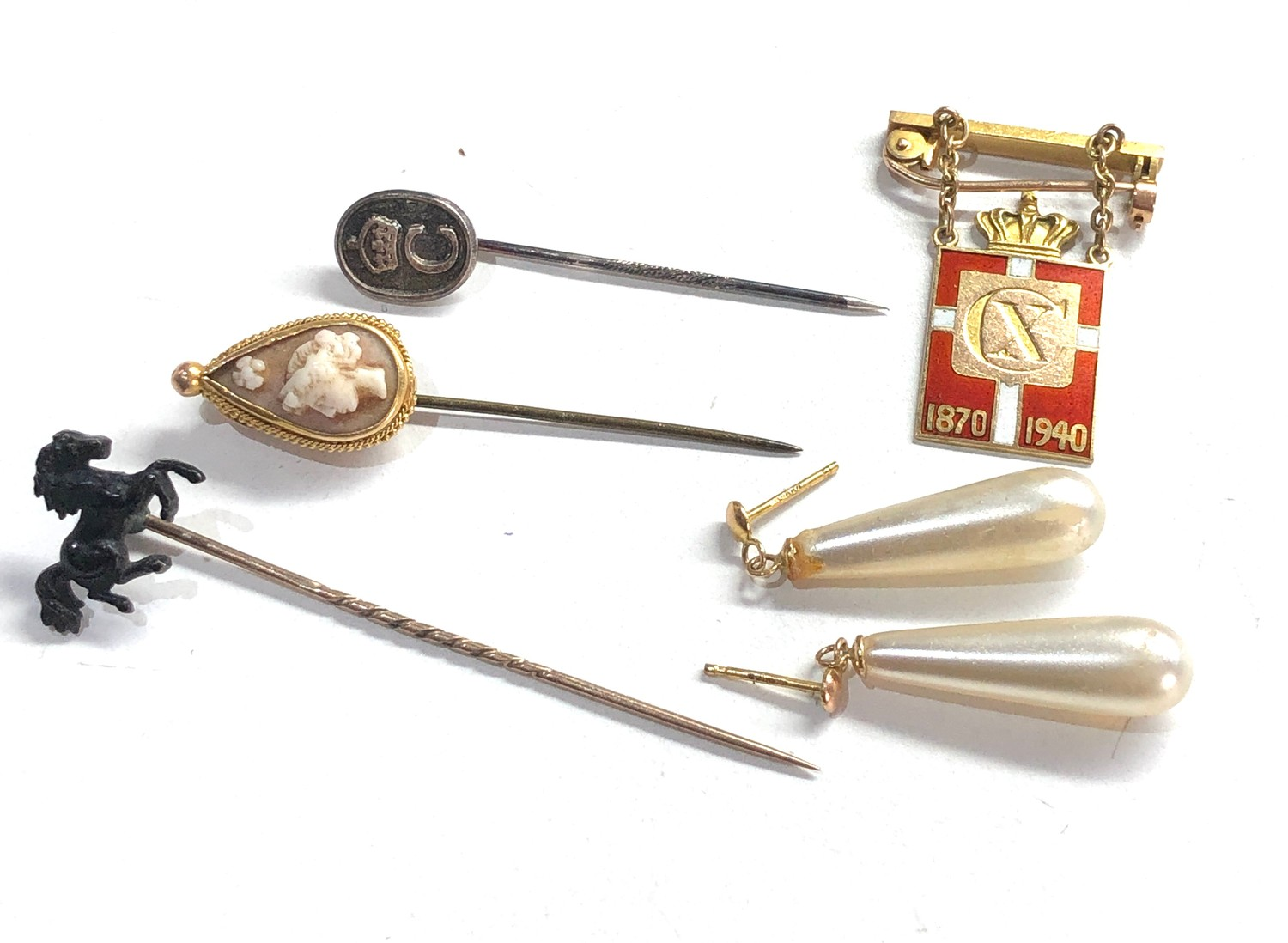 selection of misc jewellery items etc includes hat pins gold & pearl earrings and 14ct gold georg