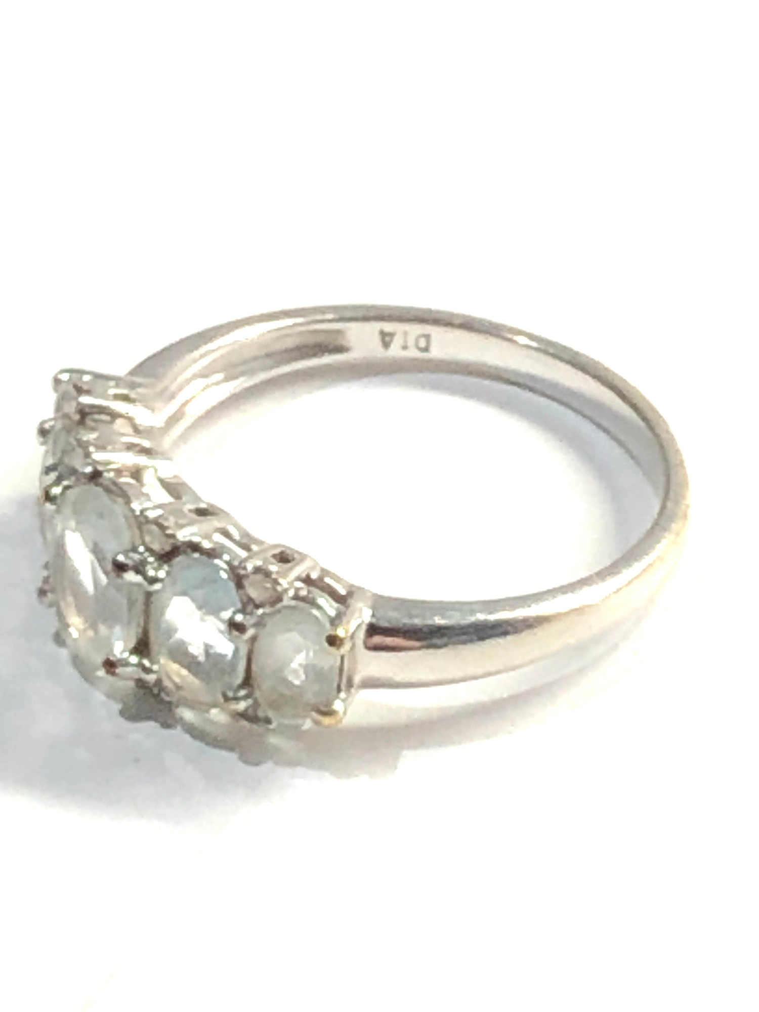 9ct White gold aquamarine 5 stone ring with diamond accents 2.7g - Image 2 of 3