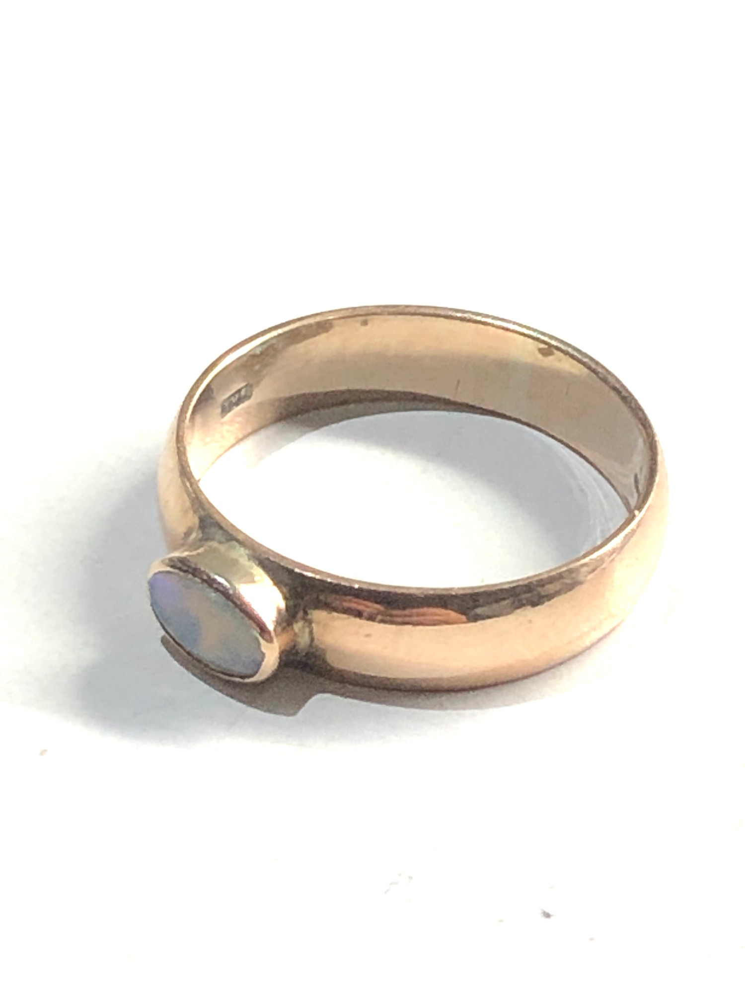 9ct Gold opal solitaire chunky band ring 2.9g - Image 2 of 3