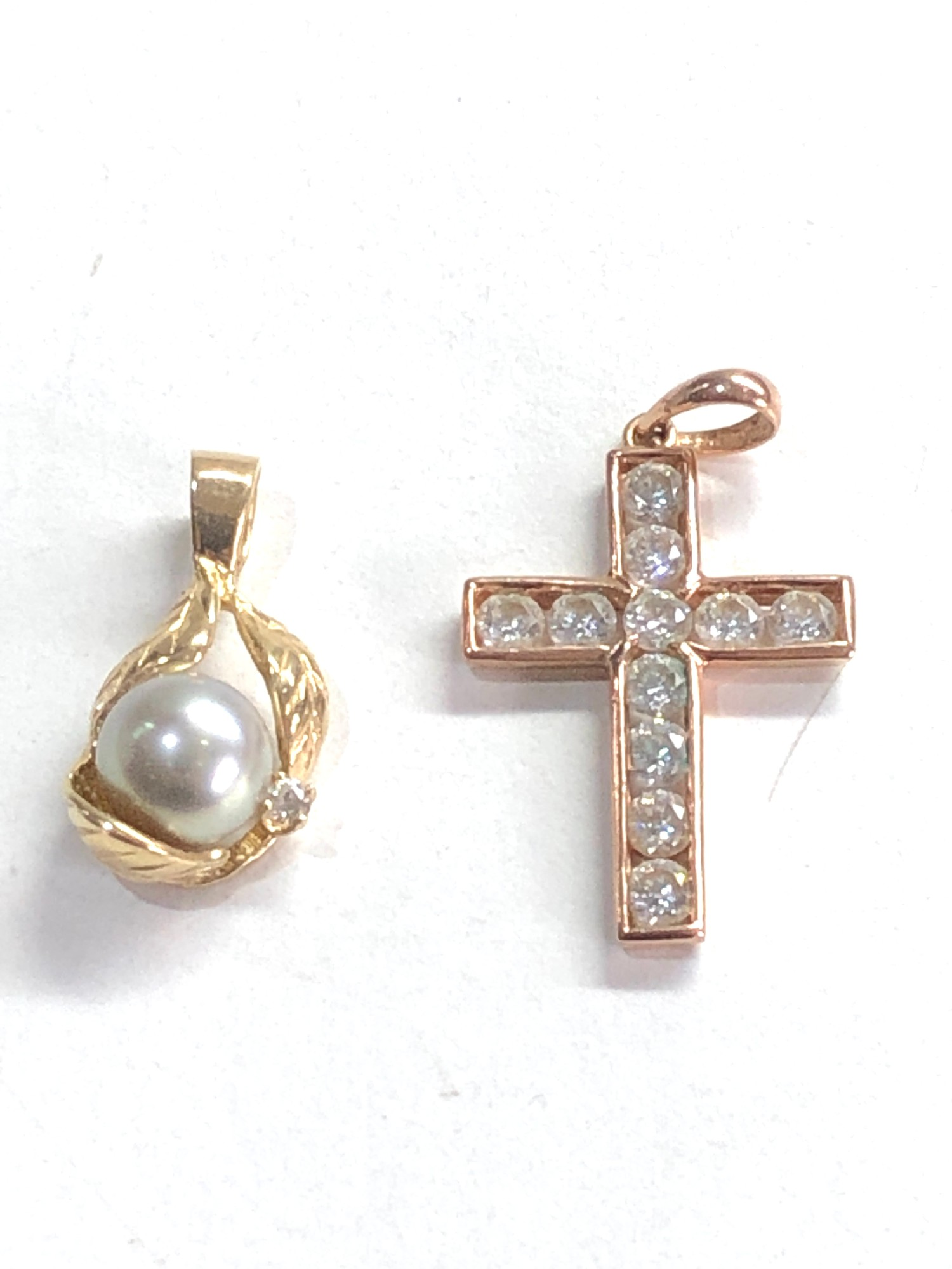 2 x 14ct gold diamond and pearl pendant and gemstone cross pendant 3.9g