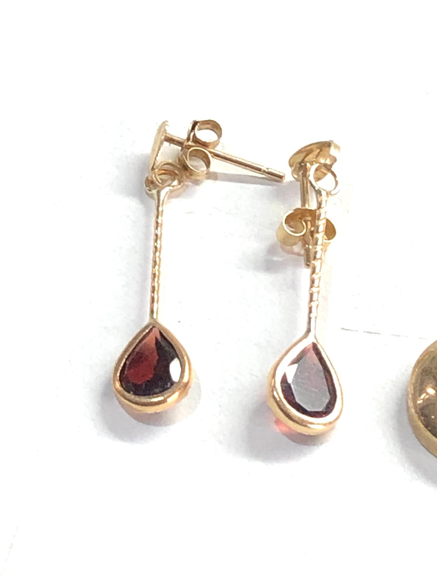 3 x 9ct garnet earrings 5g - Image 2 of 3