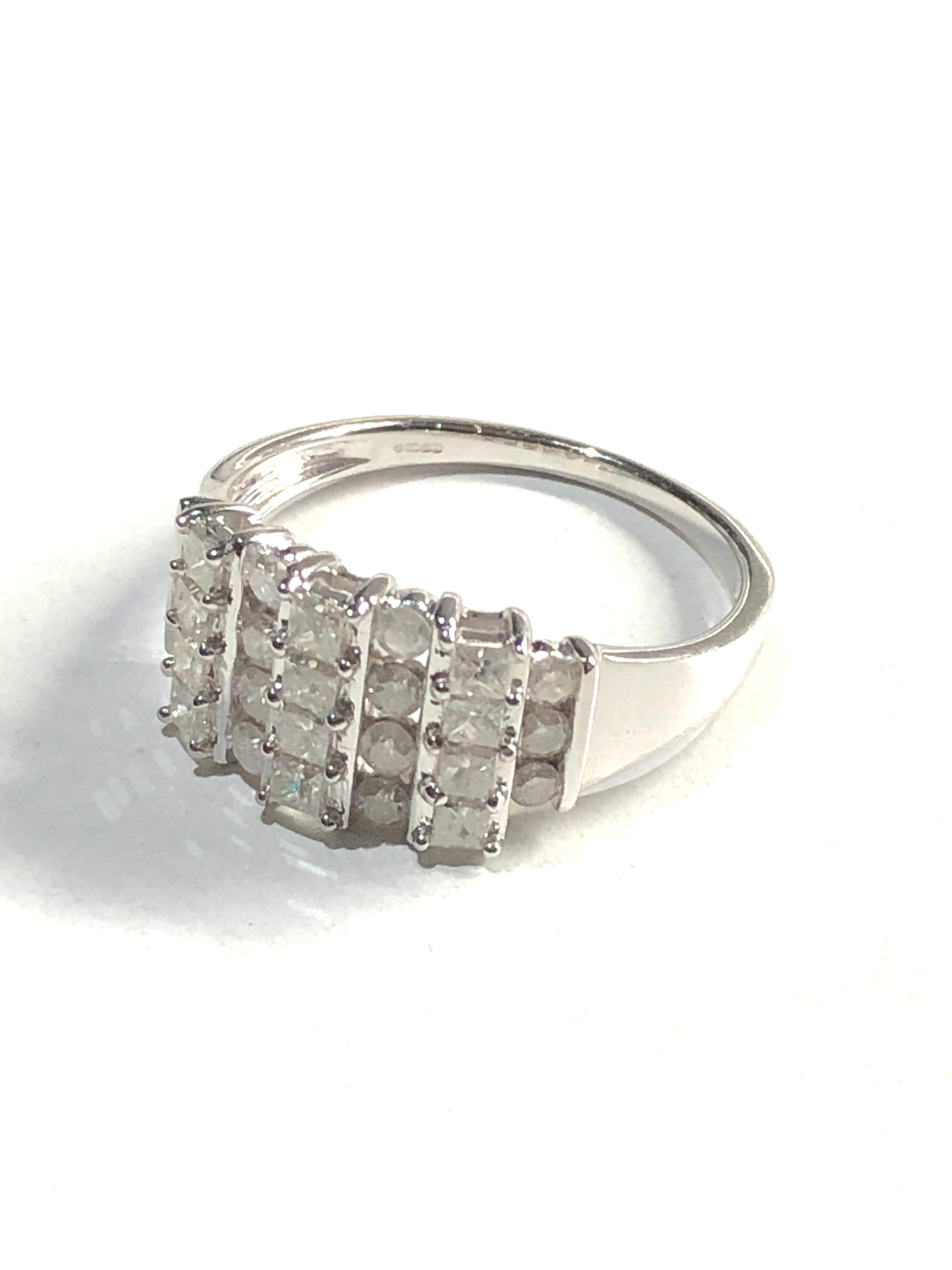 9ct white gold diamond cluster ring 3.7g - Image 2 of 3