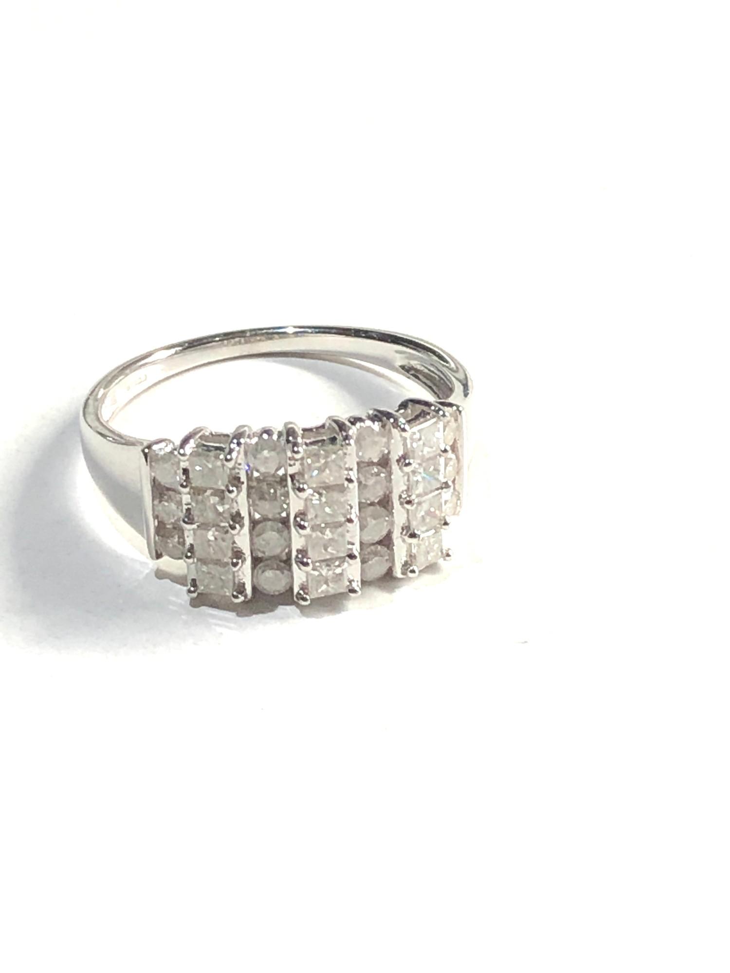 9ct white gold diamond cluster ring 3.7g