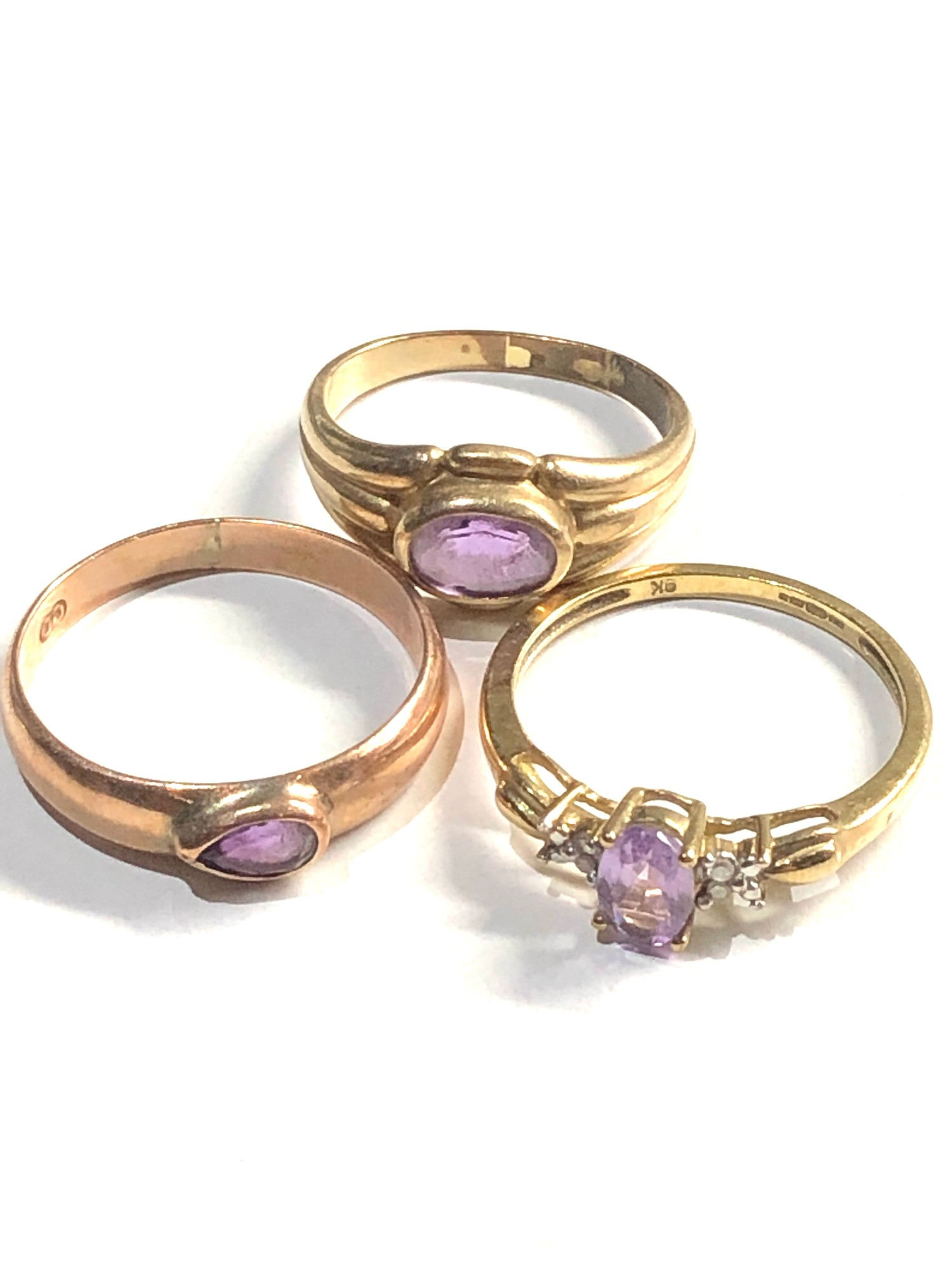 3 x 9ct Gold rings inc. amethyst, solitaire, diamond detail 5.4g - Image 2 of 3