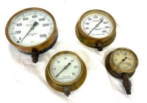 4 Vintage Pressure and vacuum gauges