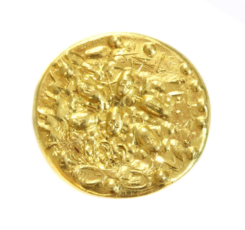 A gold medallion 'Dali d'Or' designed by Salvador Dali, c.1966, - Image 2 of 2