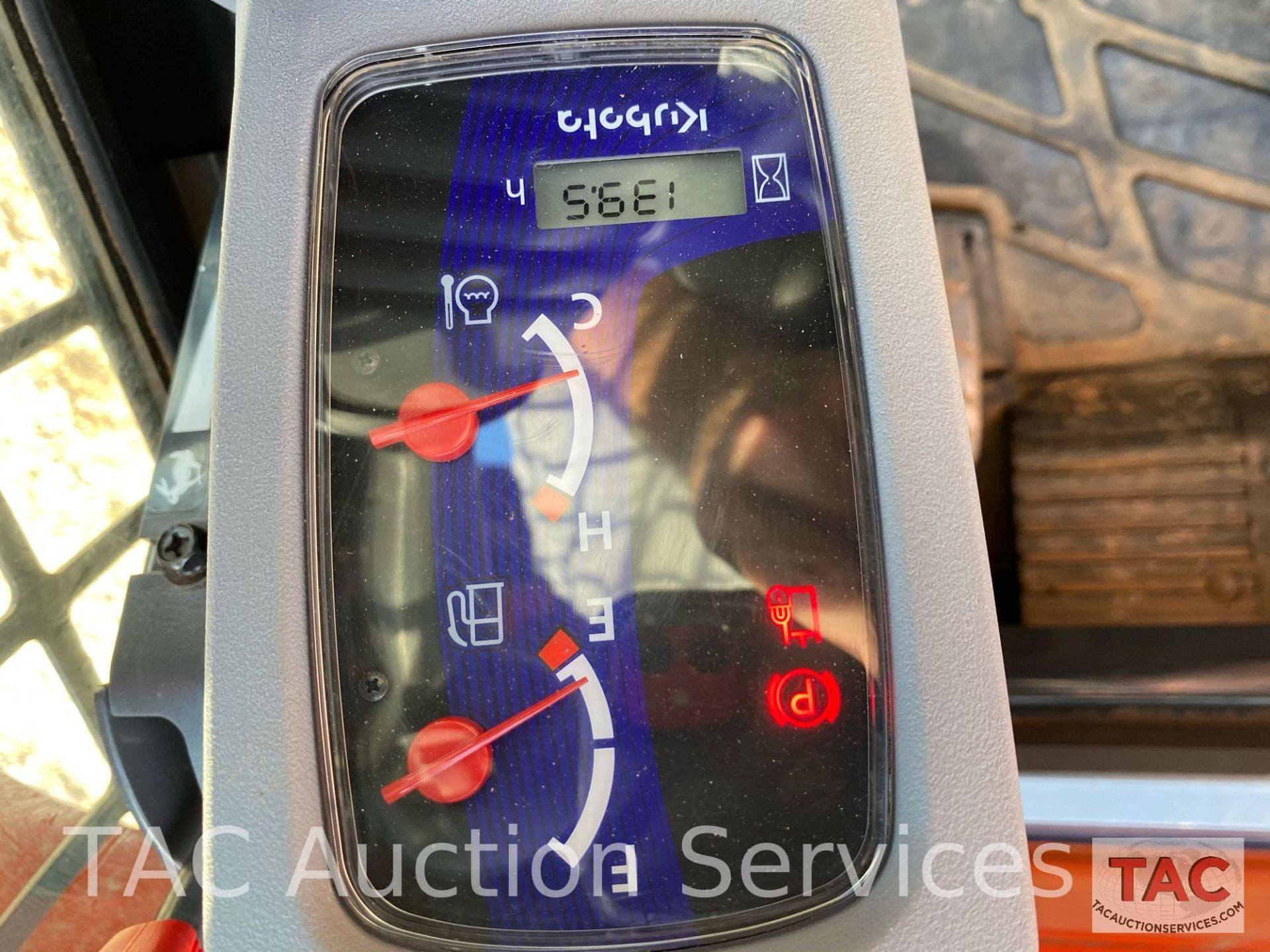 Kubota SVL 75-2 Skidsteer - Image 37 of 38