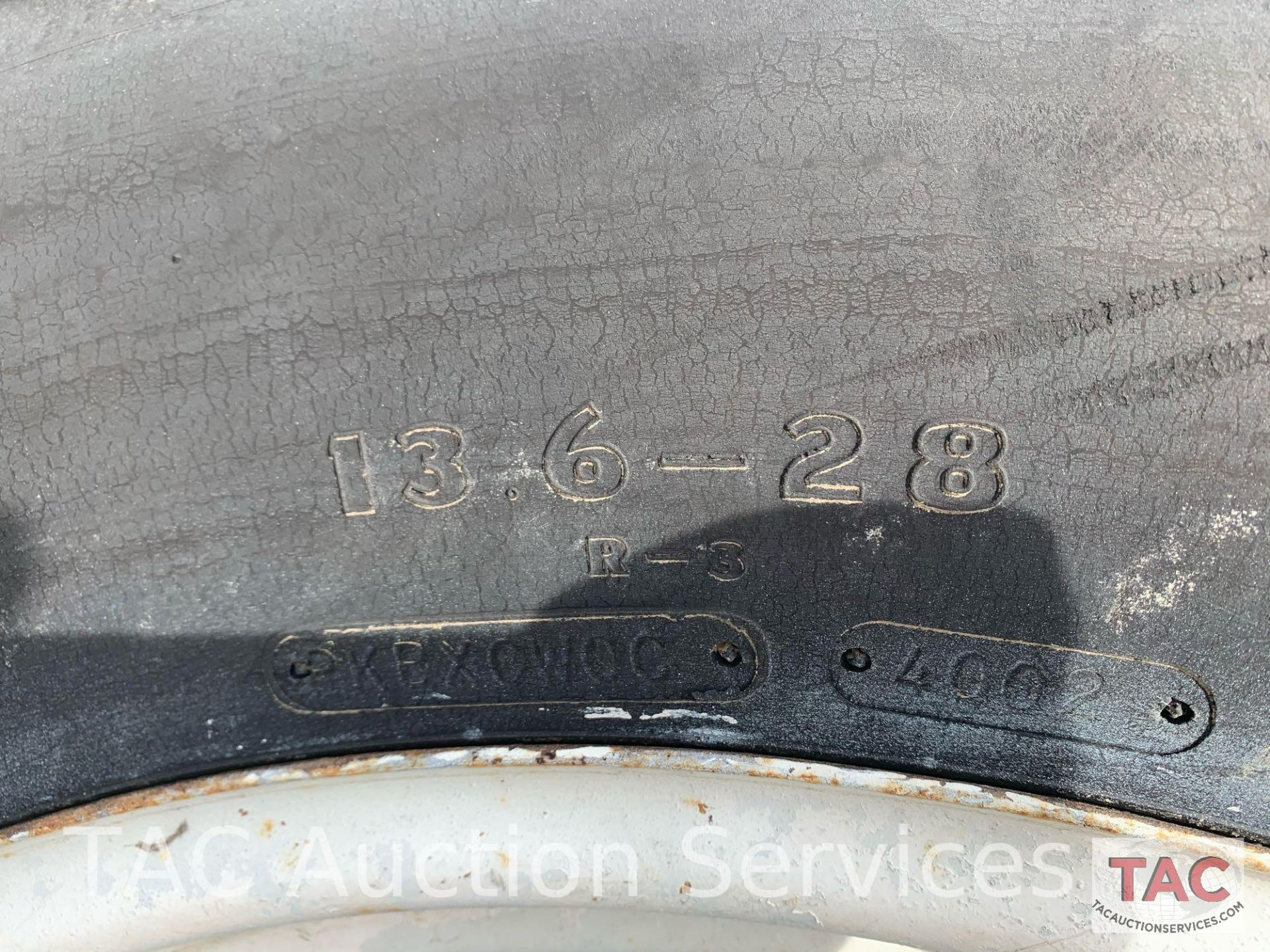 Ford 2000 Farm Tractor - Image 27 of 28