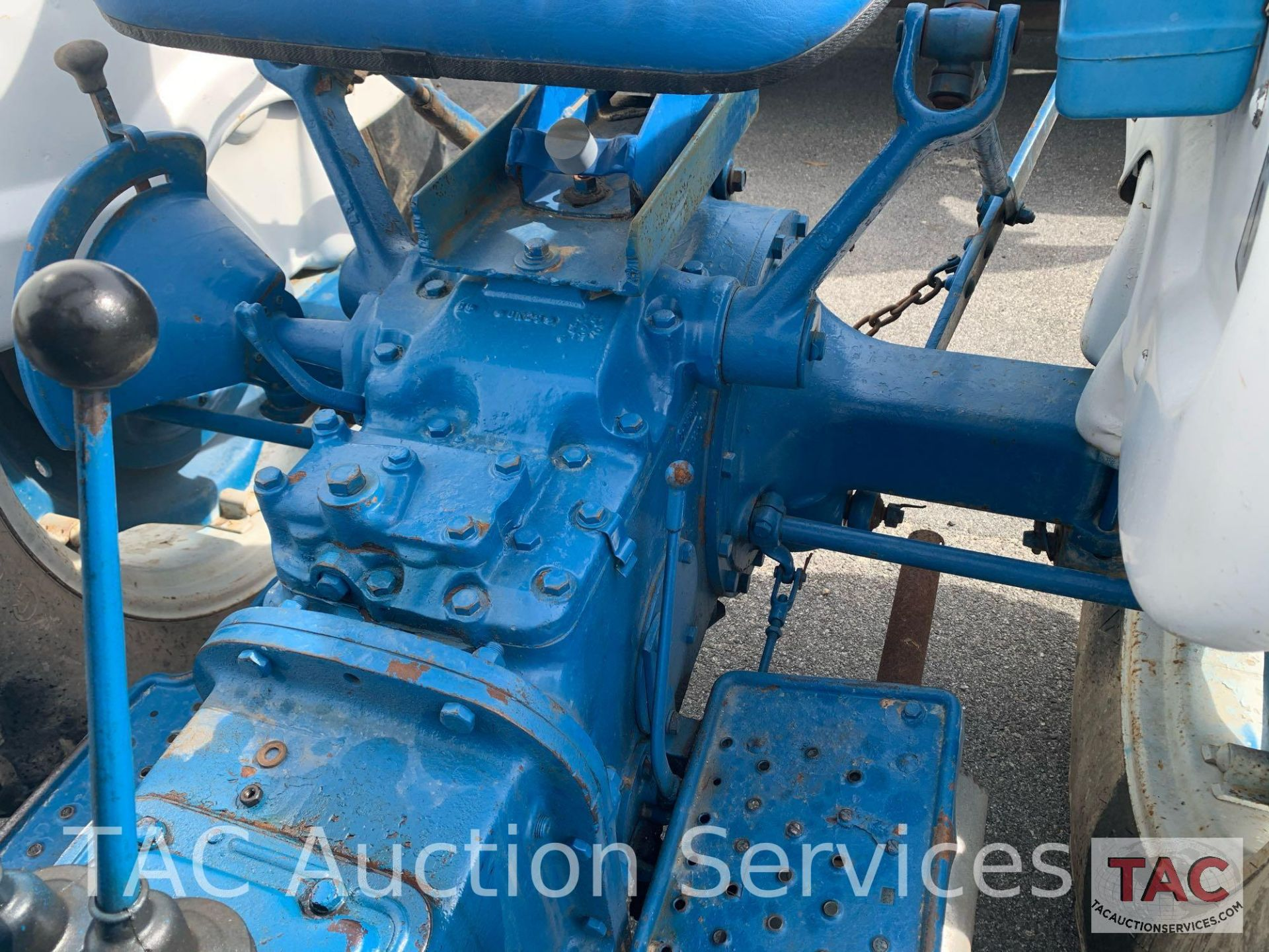 Ford 2000 Farm Tractor - Image 20 of 28