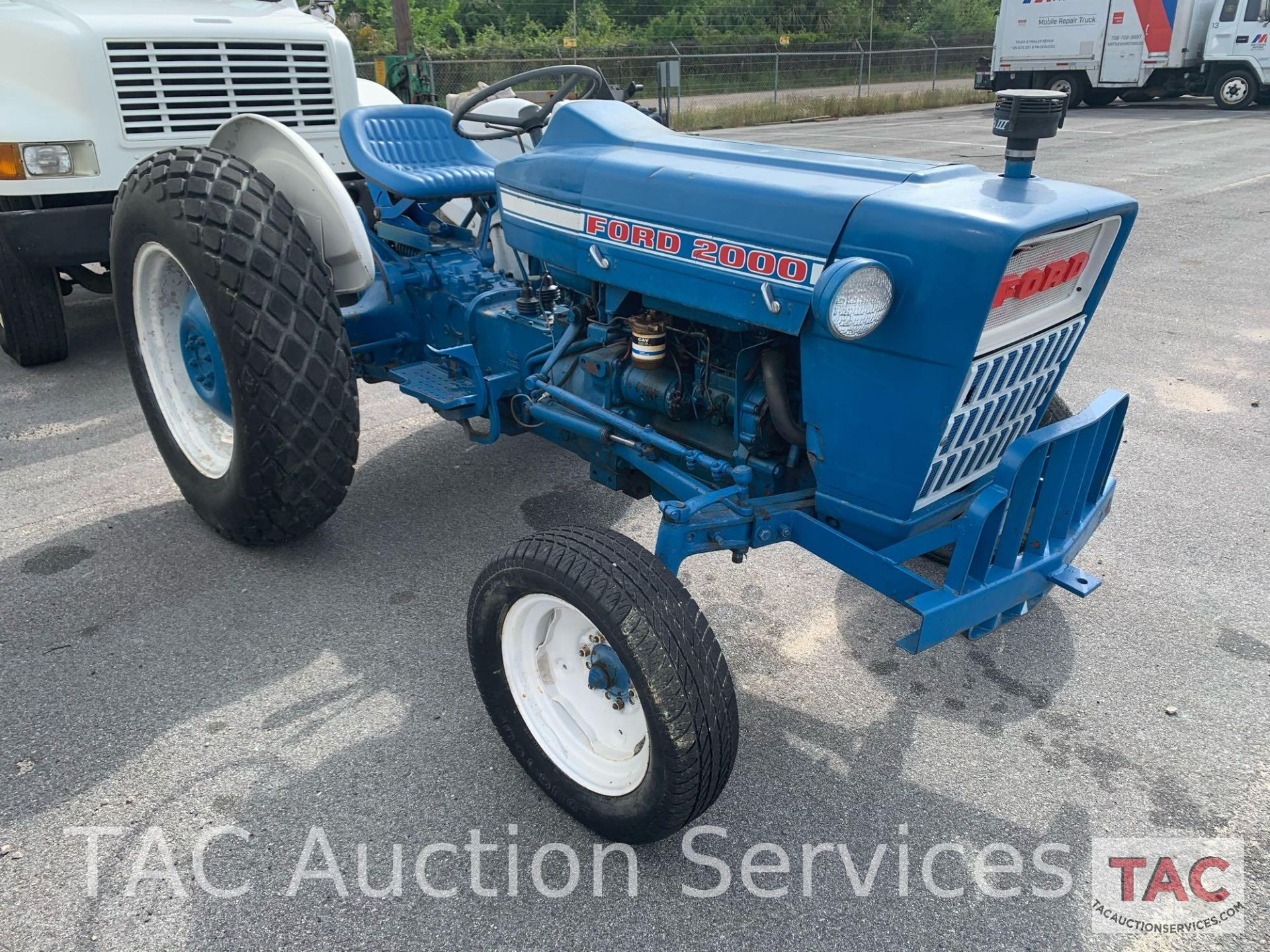 Ford 2000 Farm Tractor - Image 7 of 28