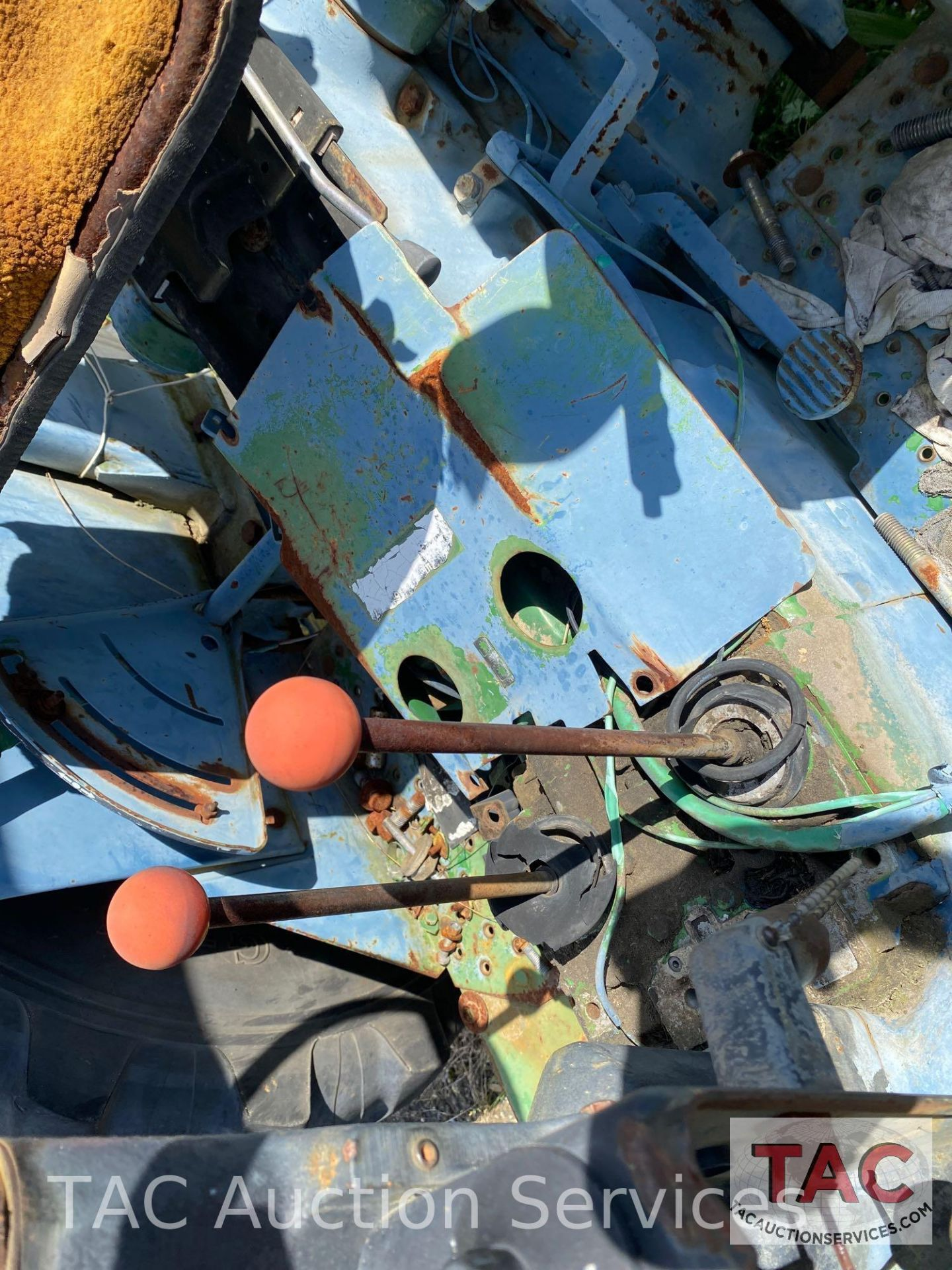 John Deere 2150 Farm Tractor - Image 15 of 34