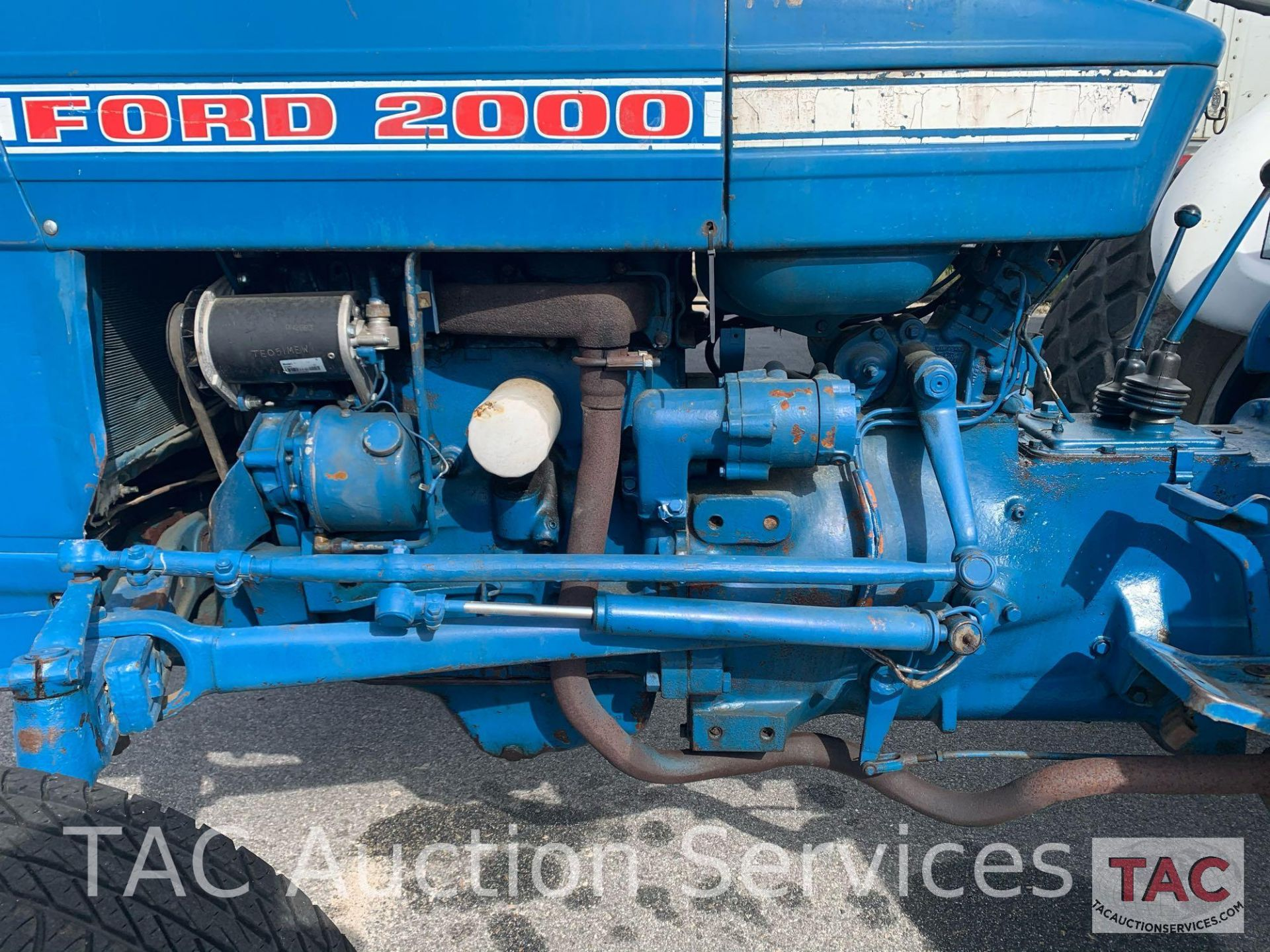Ford 2000 Farm Tractor - Image 11 of 28