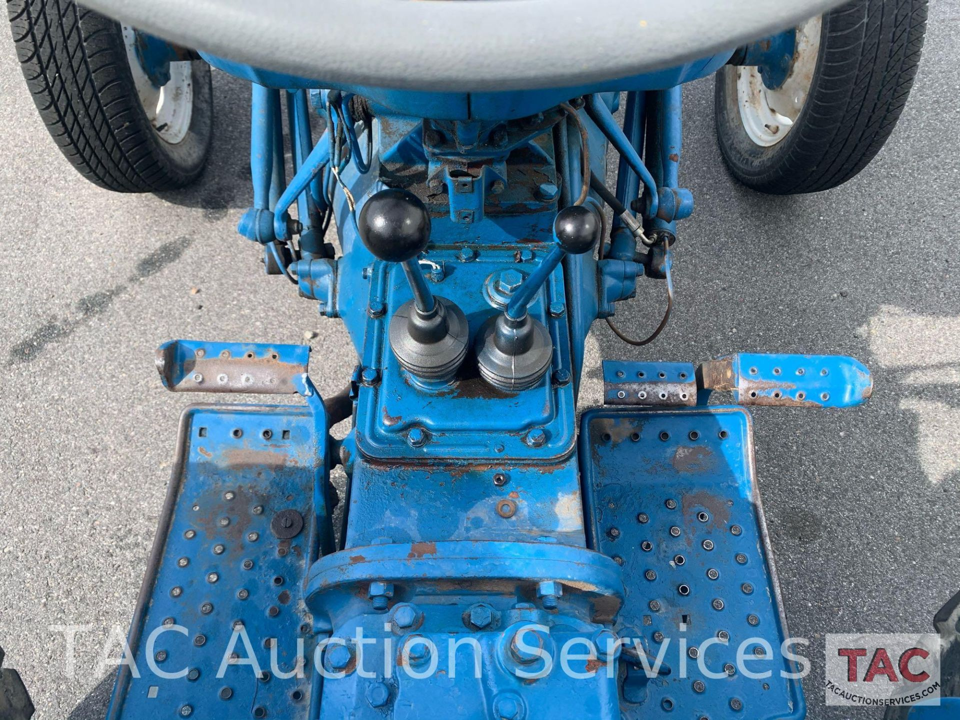 Ford 2000 Farm Tractor - Image 18 of 28