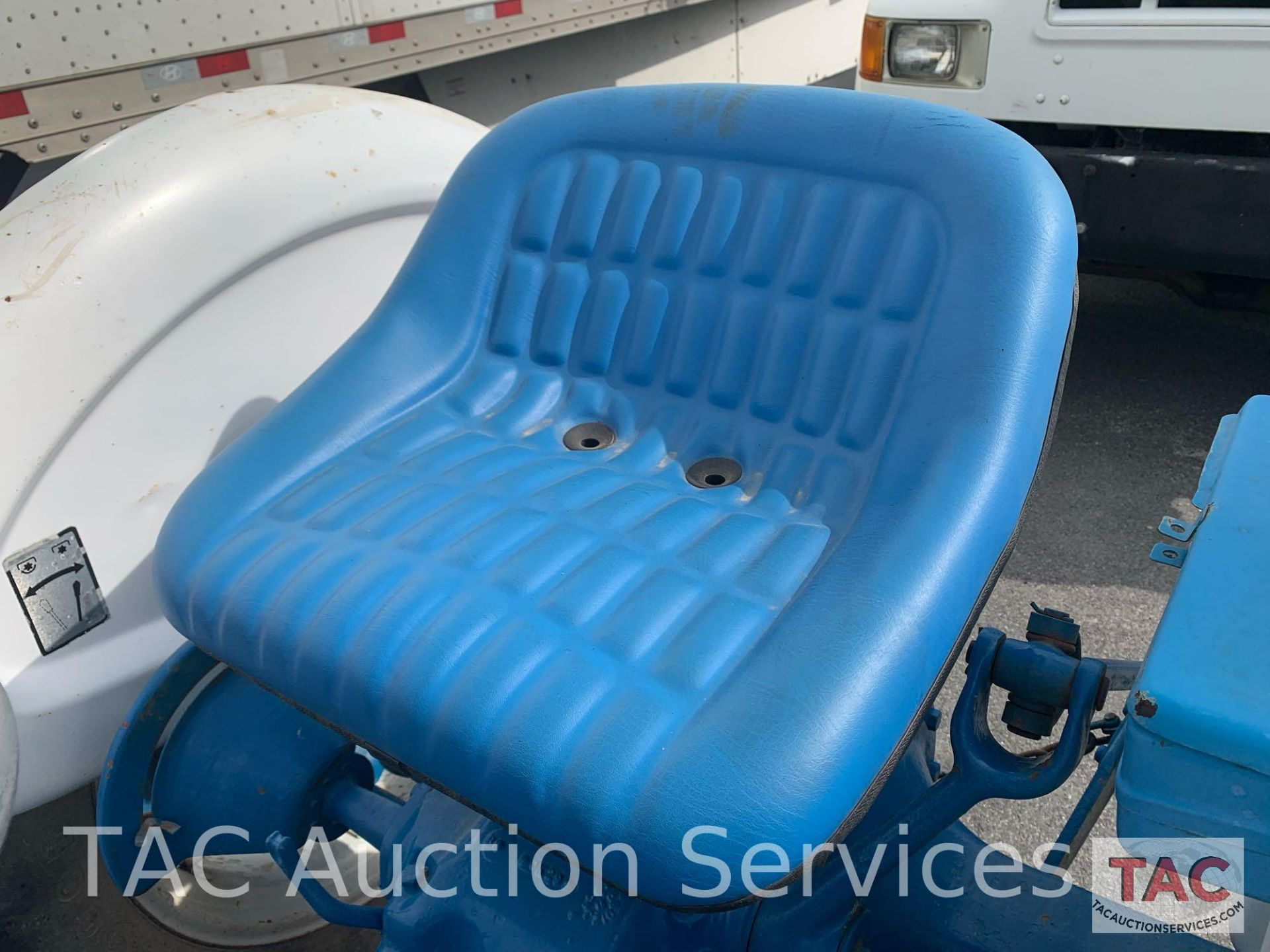 Ford 2000 Farm Tractor - Image 9 of 28