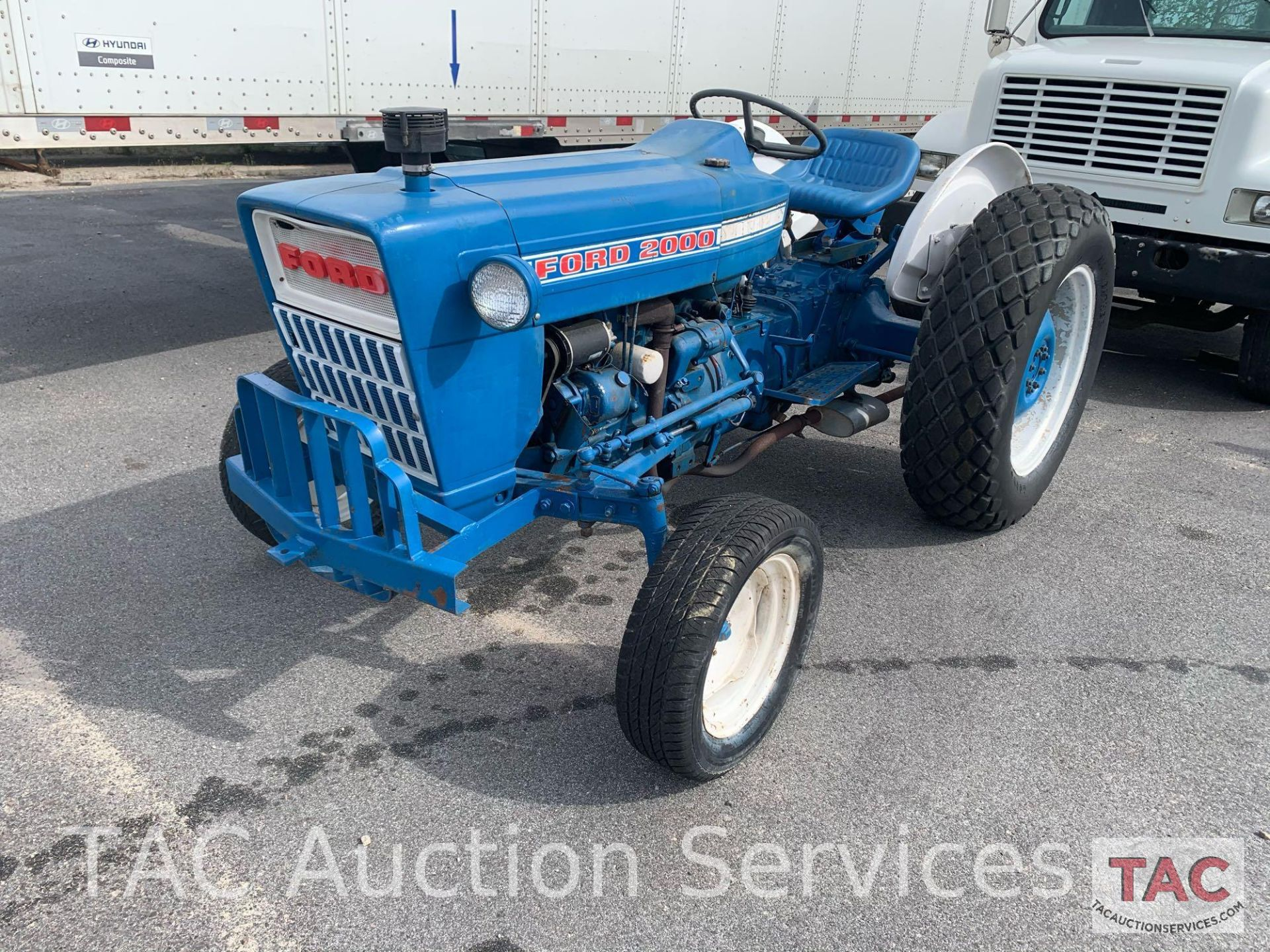 Ford 2000 Farm Tractor - Image 2 of 28