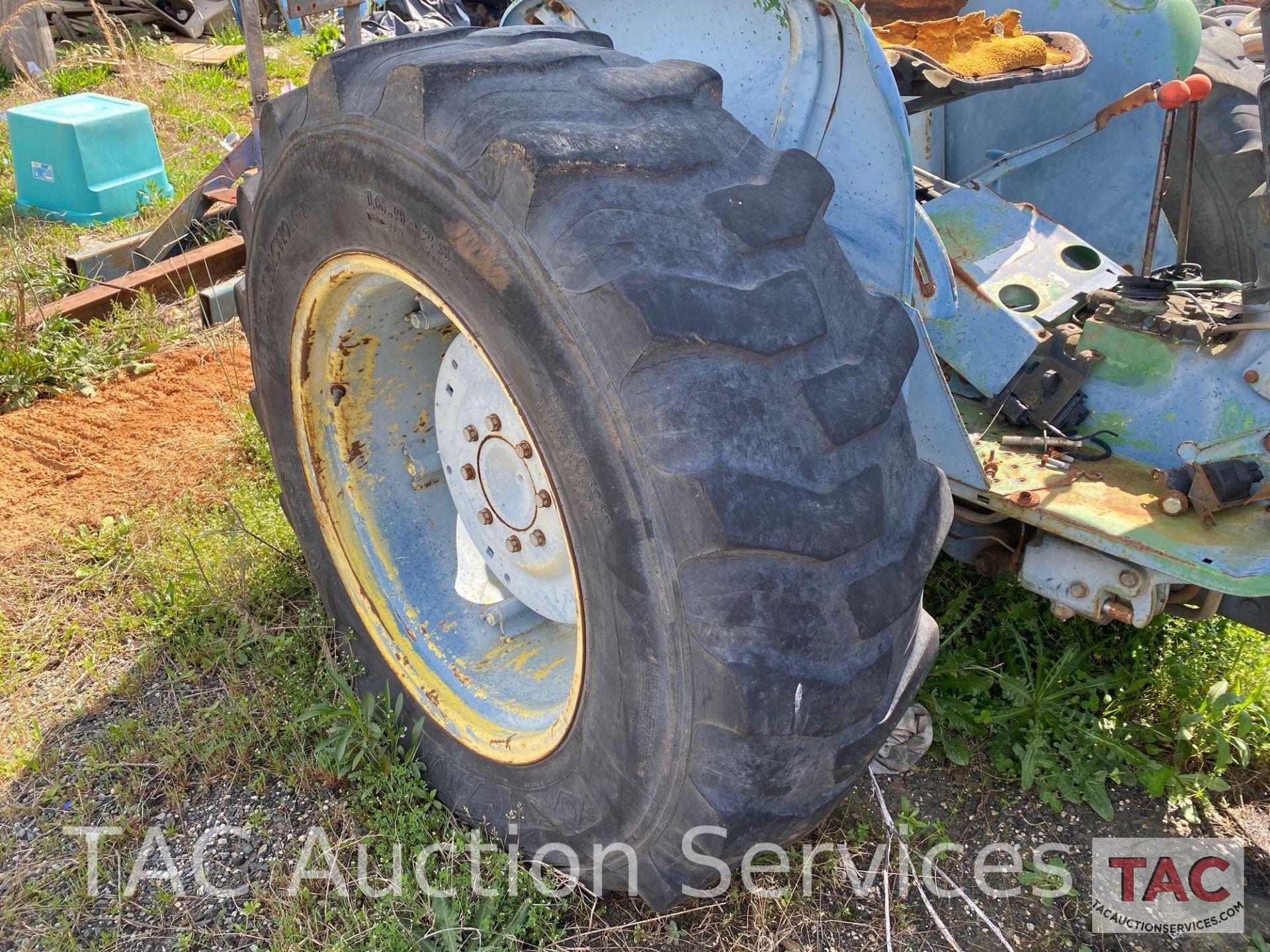 John Deere 2150 Farm Tractor - Image 28 of 34