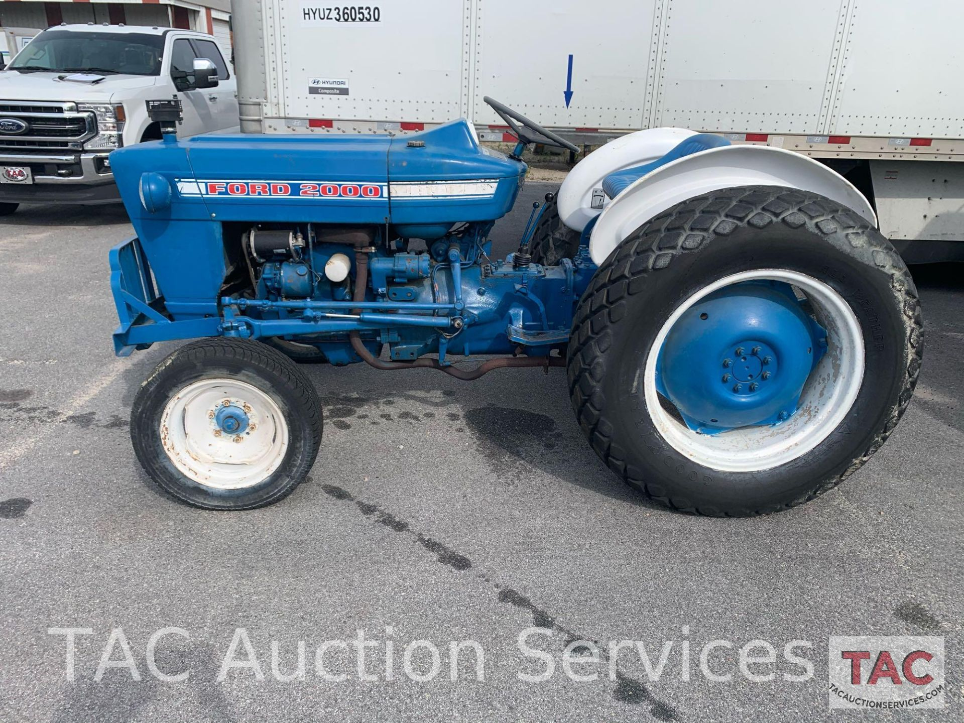 Ford 2000 Farm Tractor - Image 3 of 28