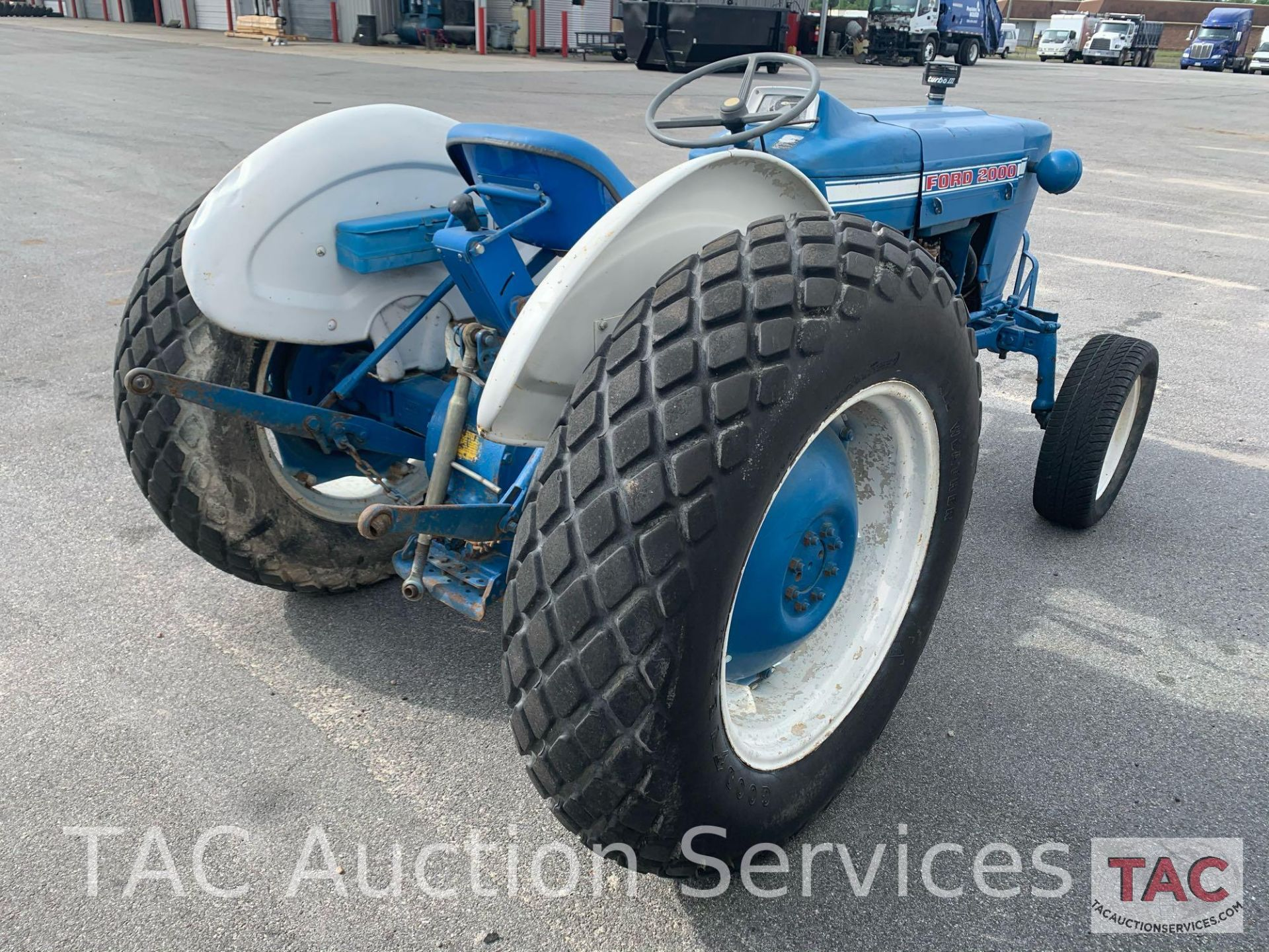 Ford 2000 Farm Tractor - Image 6 of 28