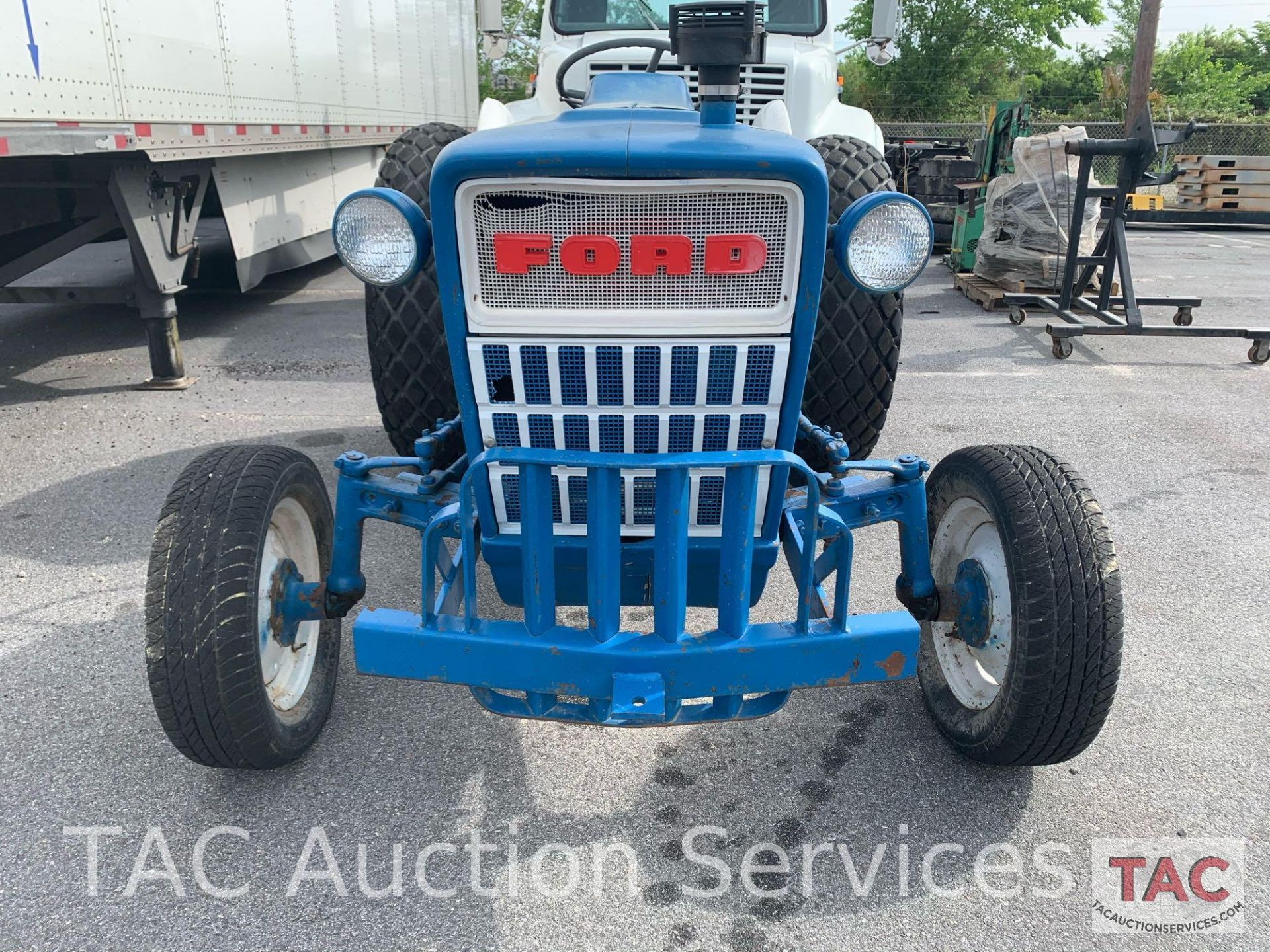 Ford 2000 Farm Tractor - Image 8 of 28
