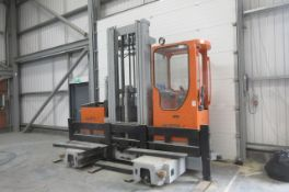 Hubtex MD35 (2001/1) side loader