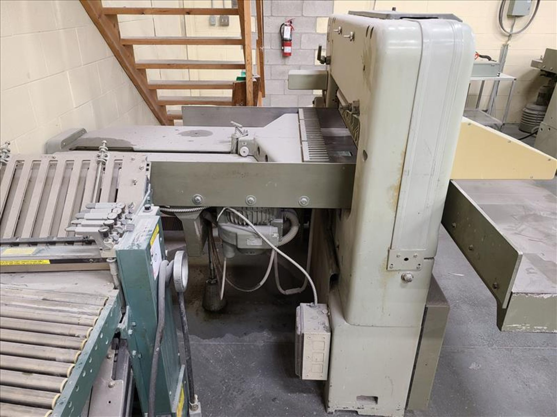 Polar Mohr Guillotine, model 92EM, S/N. 5611525, w/ 3' infeed, 220V, 19.5 amps, 3 Phase - Image 2 of 3
