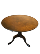 A fine Mahogany tilt top table George II. A wonderful colour and untouched Height: 70cm Diameter: