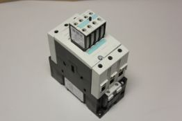 SIEMENS CONTACTOR WITH AUXILIARY CONTACT BLOCK