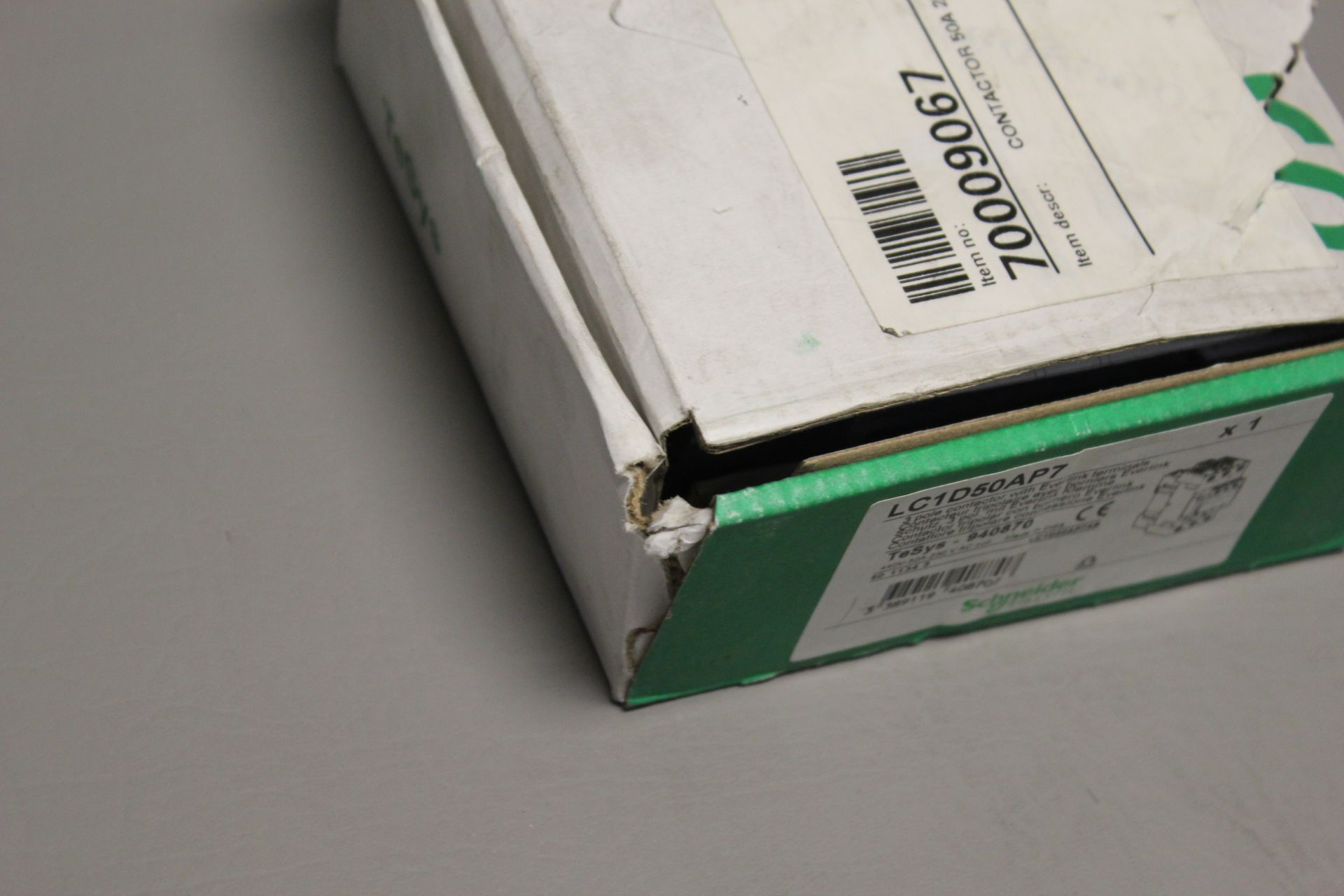 NEW SCHNEIDER 3 POLE CONTACTOR - Image 3 of 6